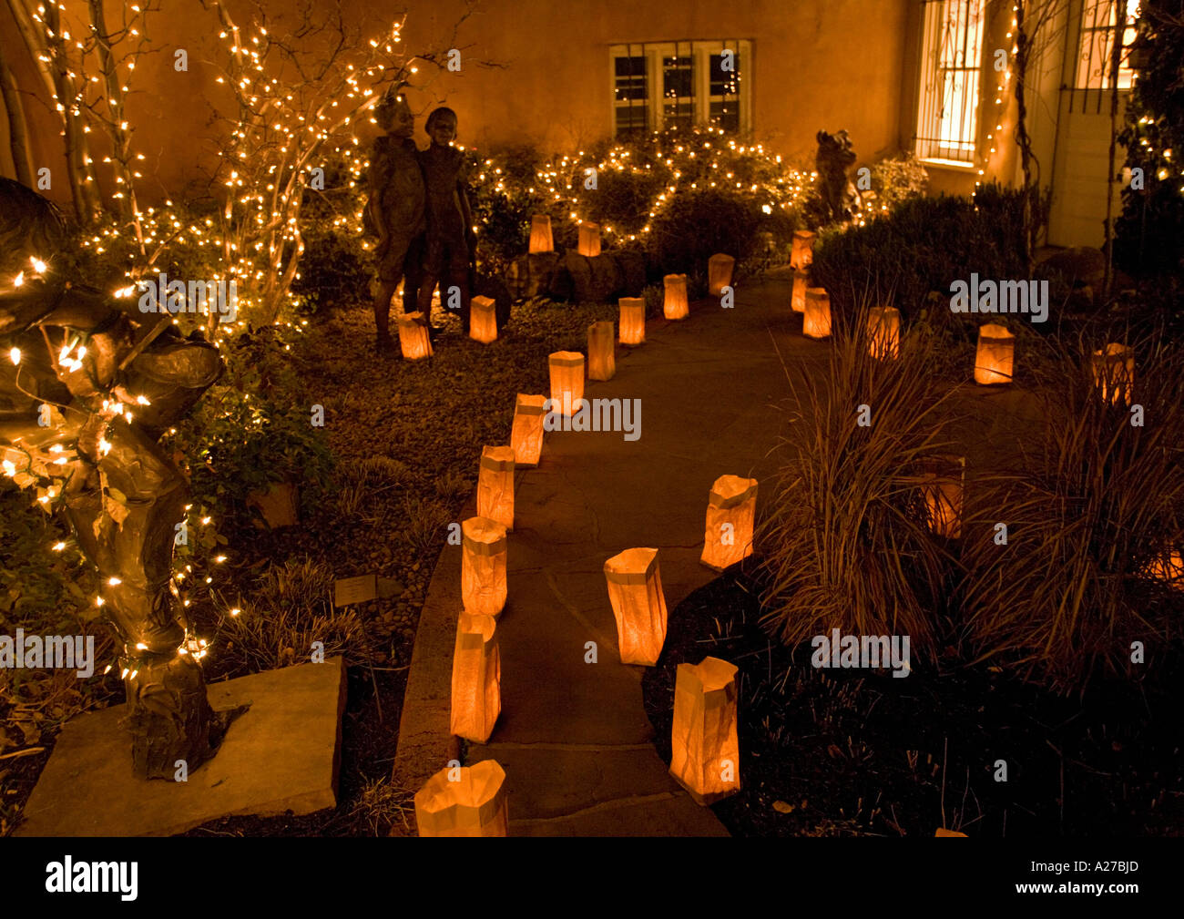 Christmas Eve In Santa Fe Evening Illuminations On Canyon Road New Stock Photo Alamy