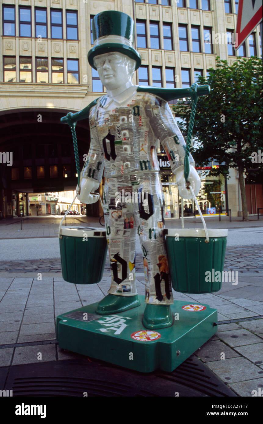 Painted statue of Hans Hummel, Hamburg Germany - Stock Image