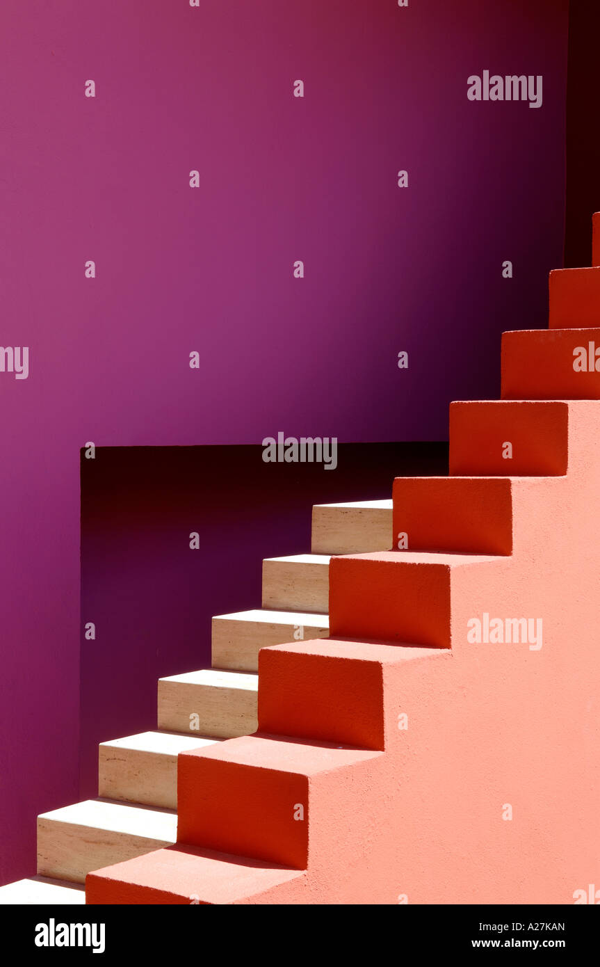 coloured steps in a Spanish villa designed by architects Legorreta & Legorreta - Stock Image