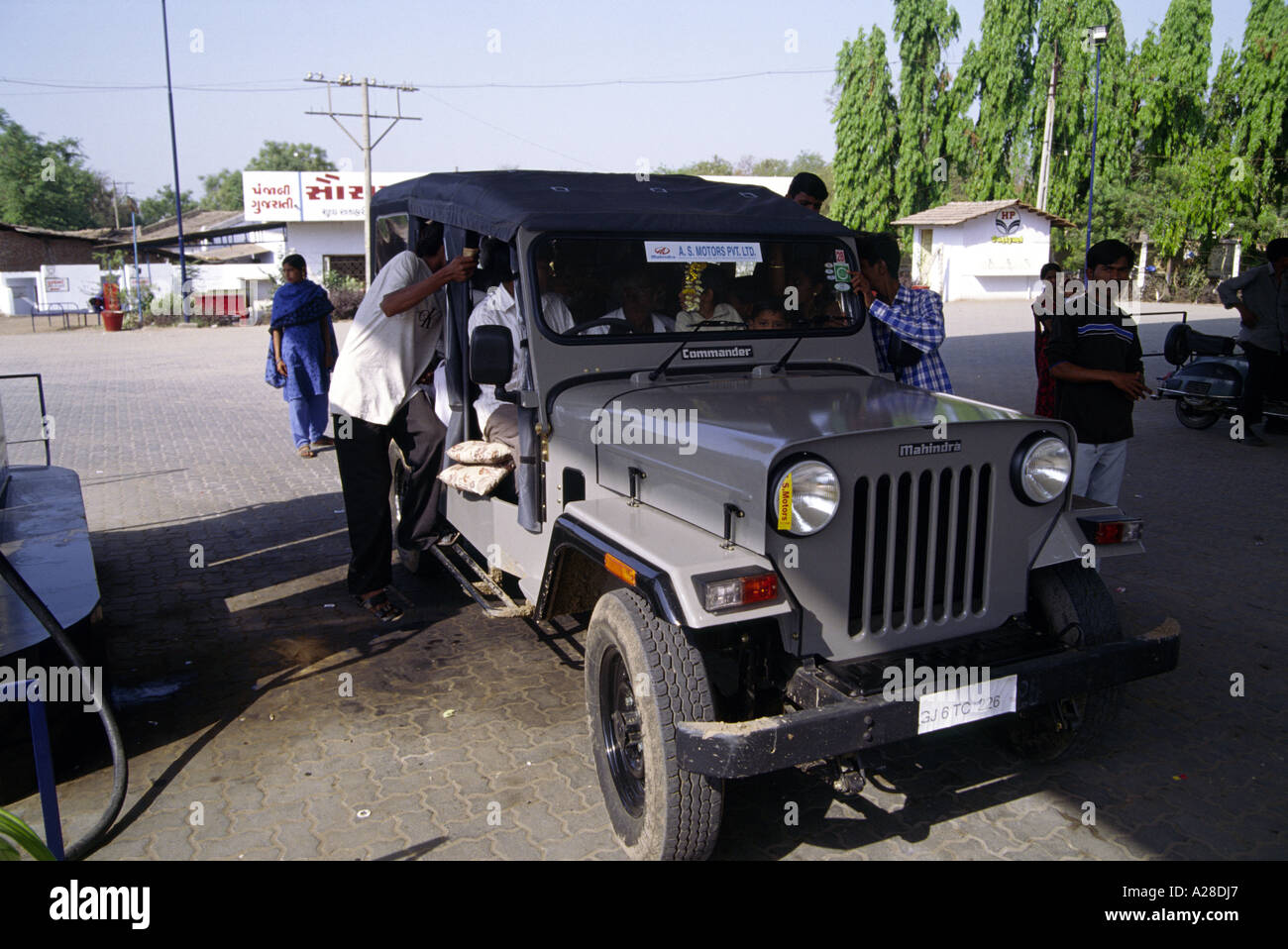Jeep Garage Stock Photos Jeep Garage Stock Images Alamy