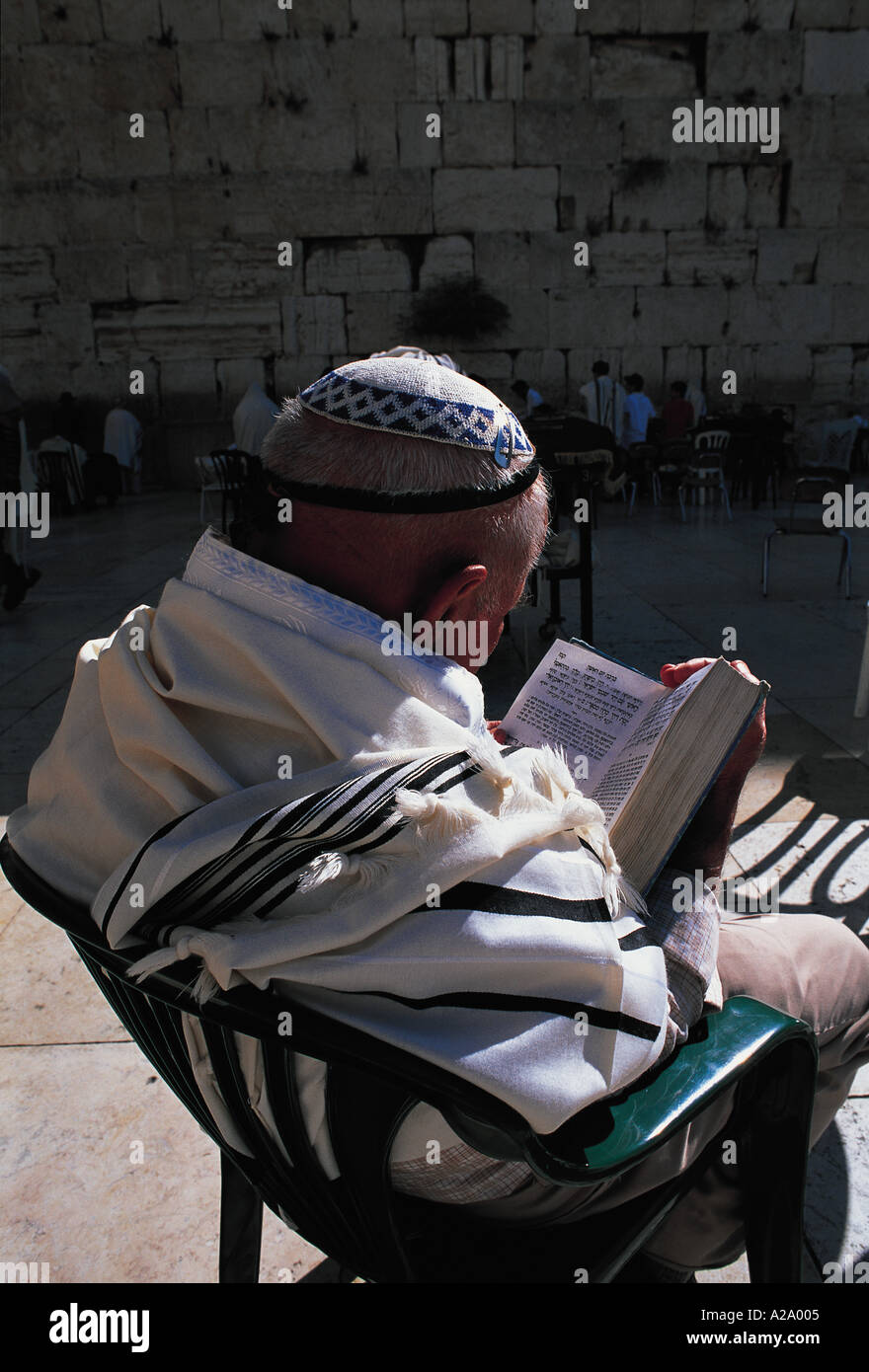 Man reading talmud at wailing wall Jerusalem Israel S Grandadam - Stock Image