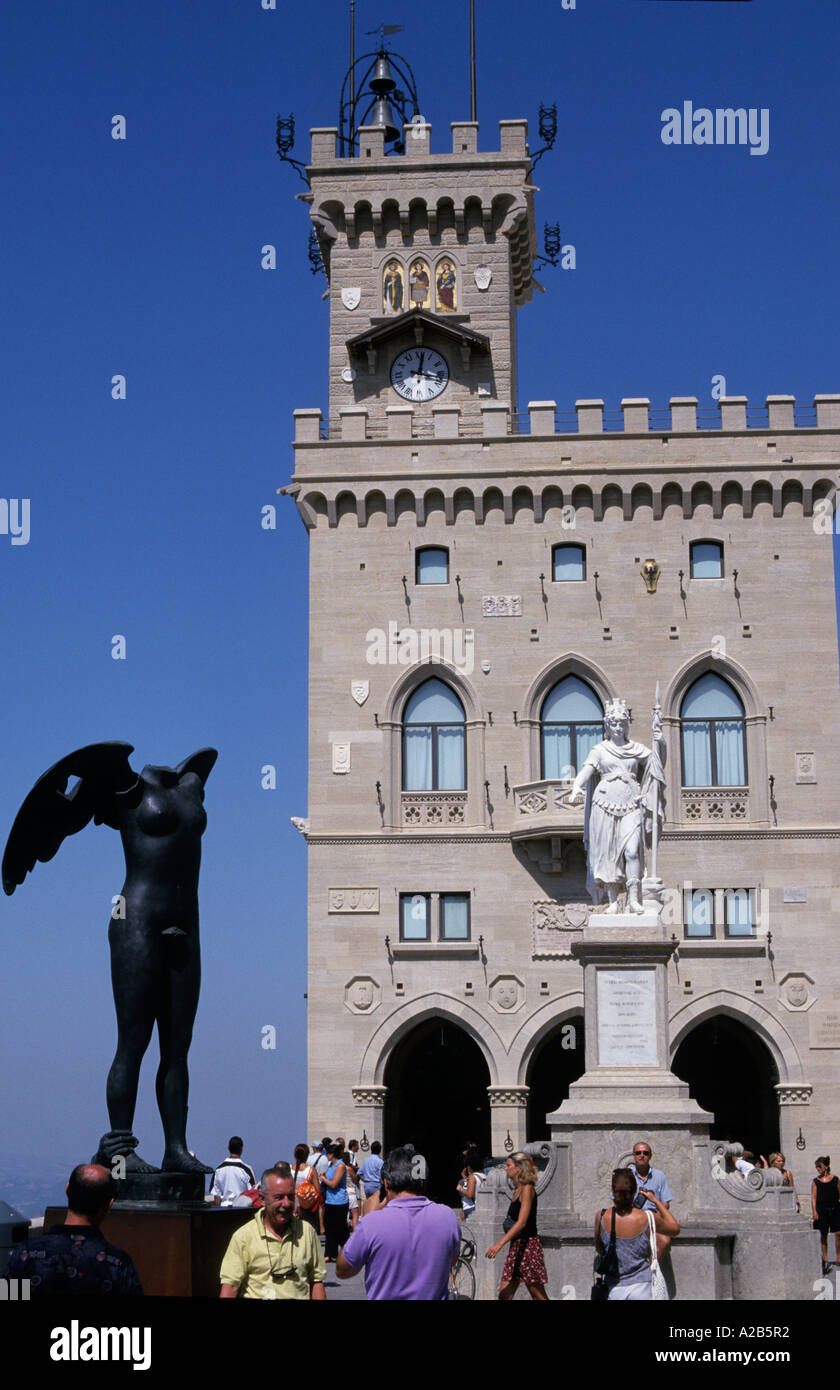 Government House San Marino Piazza Liberta Sculpture Ikaria von Igor Mitoraj Republic of San Marino - Stock Image