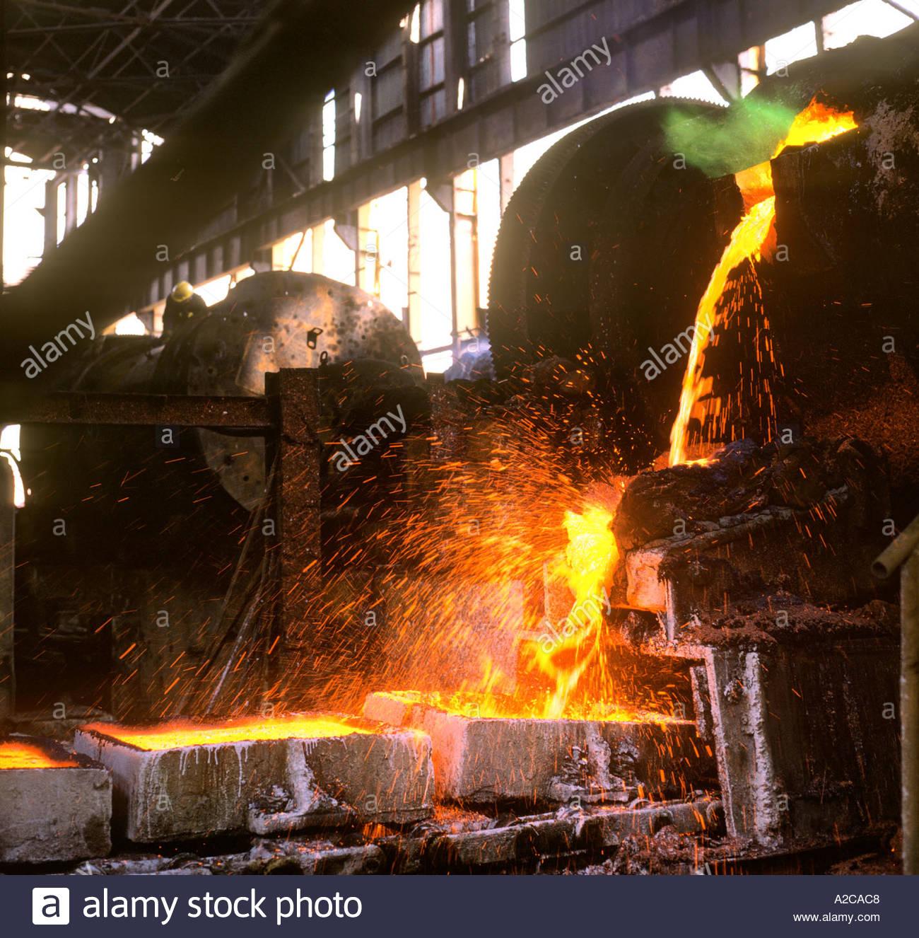 Molten Copper Stock Photos & Molten Copper Stock Images - Alamy