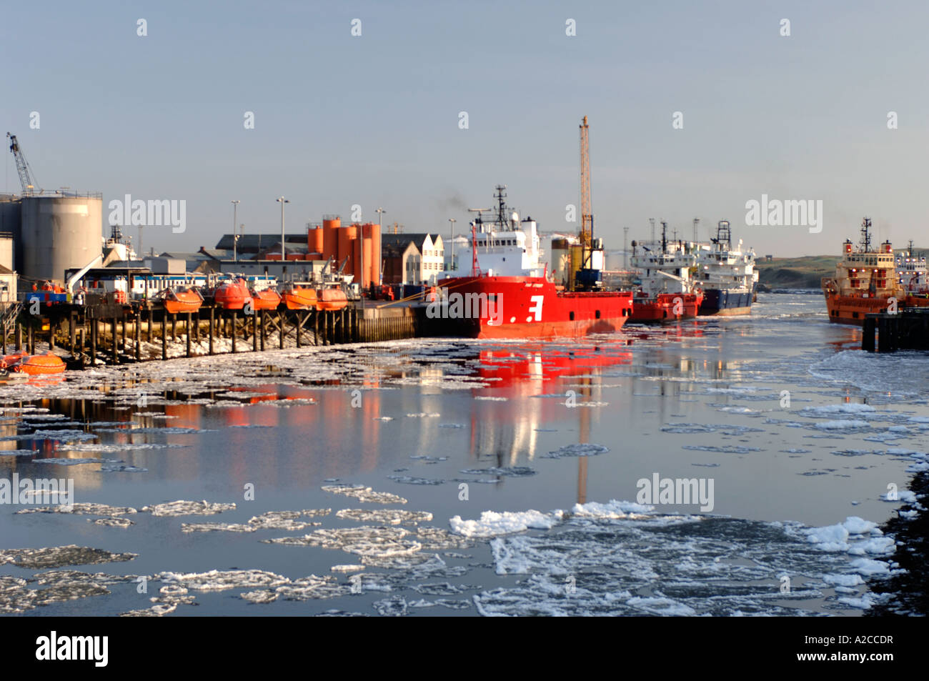 Ice Floes on the River Dee in Aberdeen Harbour at the edge of the North Sea. Grampiam Region. Scotland.  XPL 4367 - Stock Image