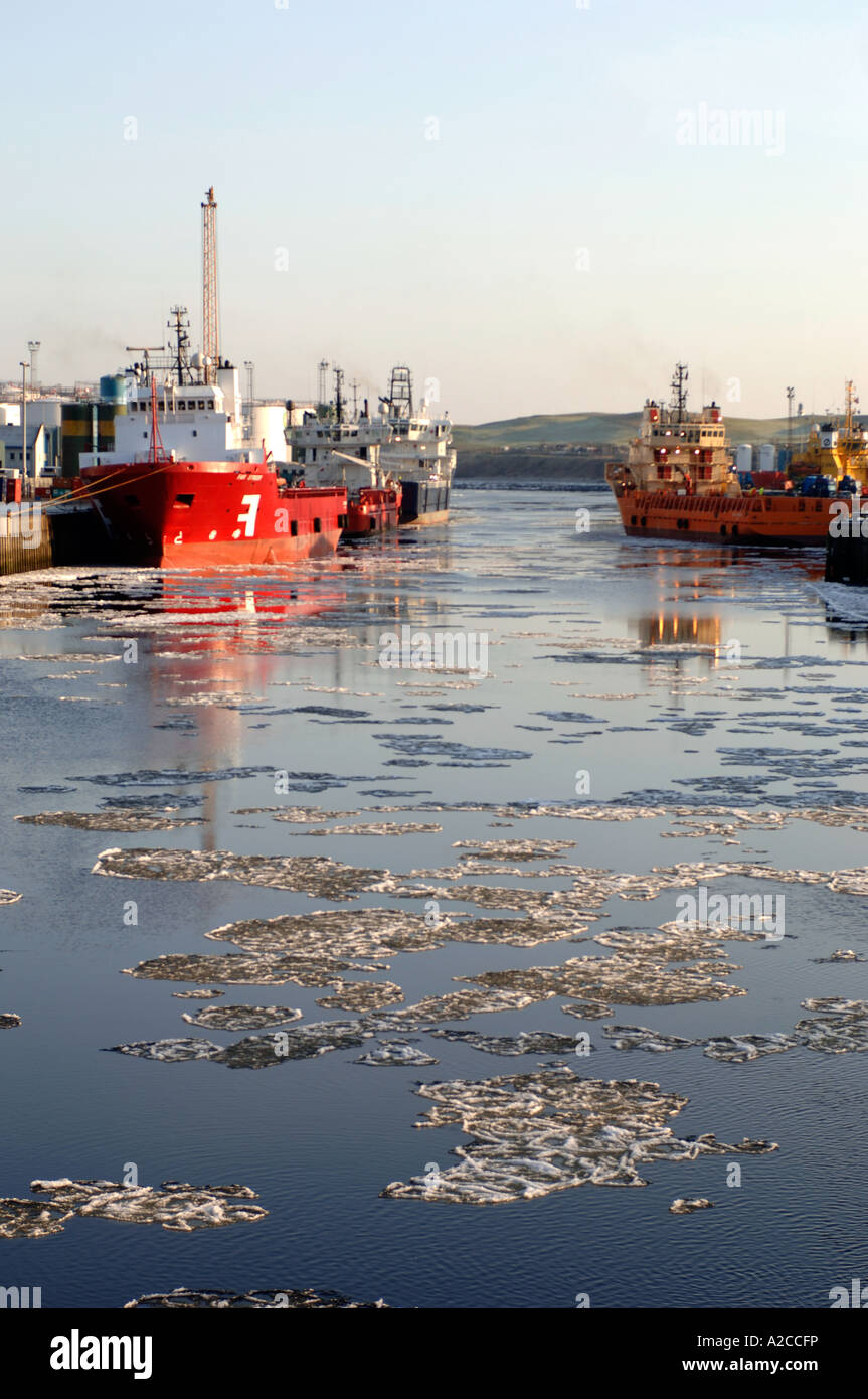 Ice Floes on the River Dee in Aberdeen Harbour at the edge of the North Sea. Grampiam Region. Scotland.  XPL 4368 - Stock Image