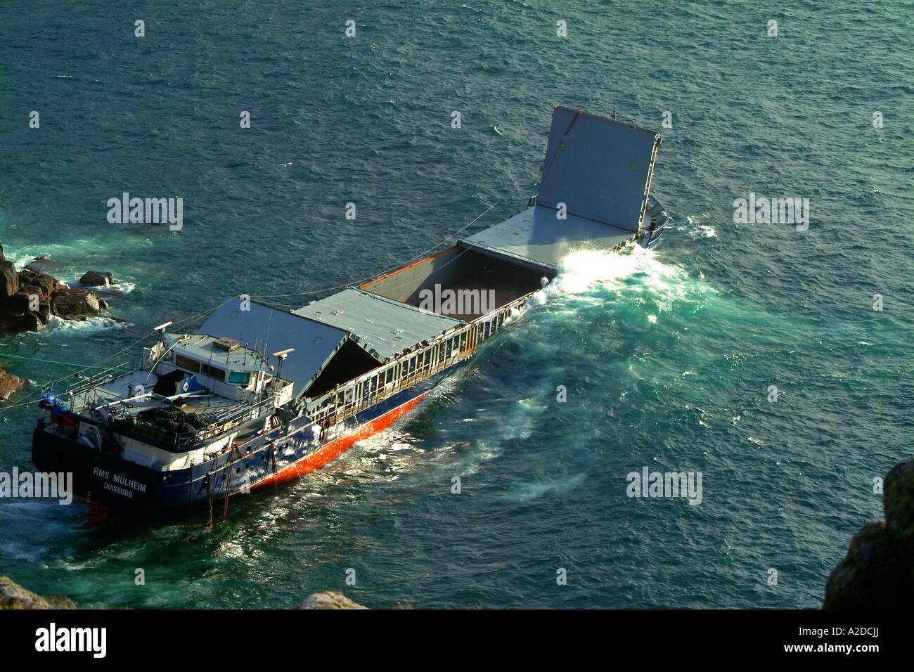 SHIPWRECK CORNISH COAST ENGLAND UK - Stock Image