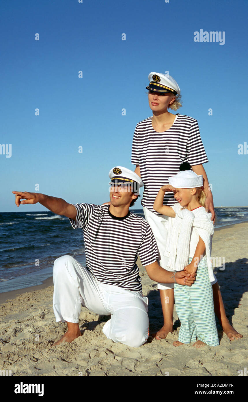 fe755bcec618 1207884 outdoor summer day beach sand water sea family woman man young  father 25 30 dark haired t shirt t shirts stripe strip
