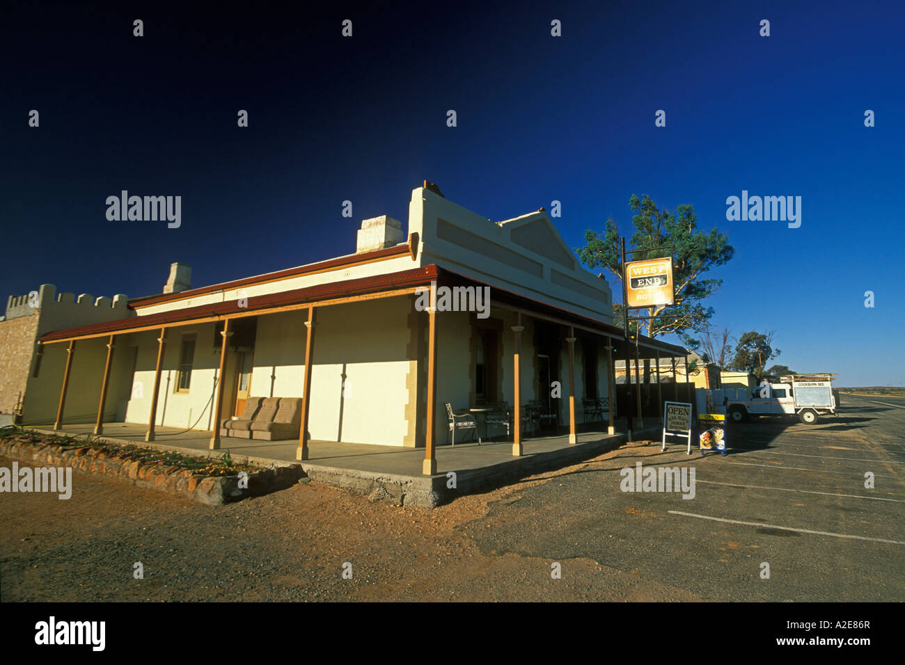 West End Hotel on the remote and sparsely populated Barrier Highway in South Australia - Stock Image