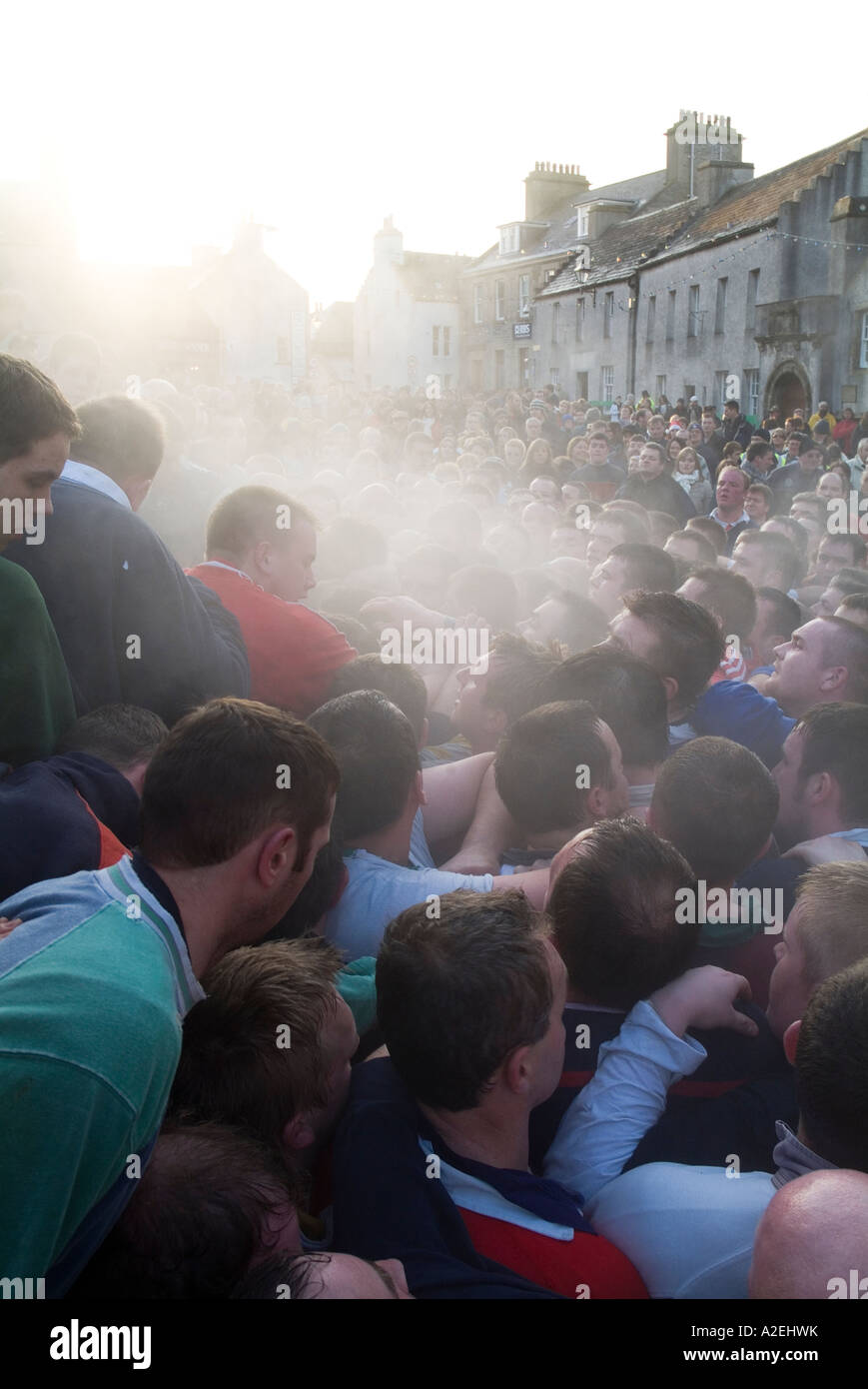 dh The Ba KIRKWALL ORKNEY Steaming pack of Ba players and spectators in Broad Street Stock Photo