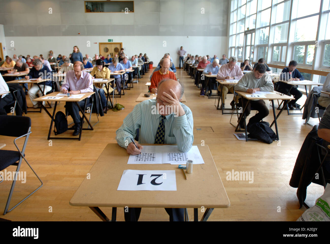 CONTESTANTS AT THE TIMES NATIONAL CROSSWORD COMPETITION CUP DURING THE CHAMPIONSHIPS IN CHELTENHAM UK 2006 Stock Photo