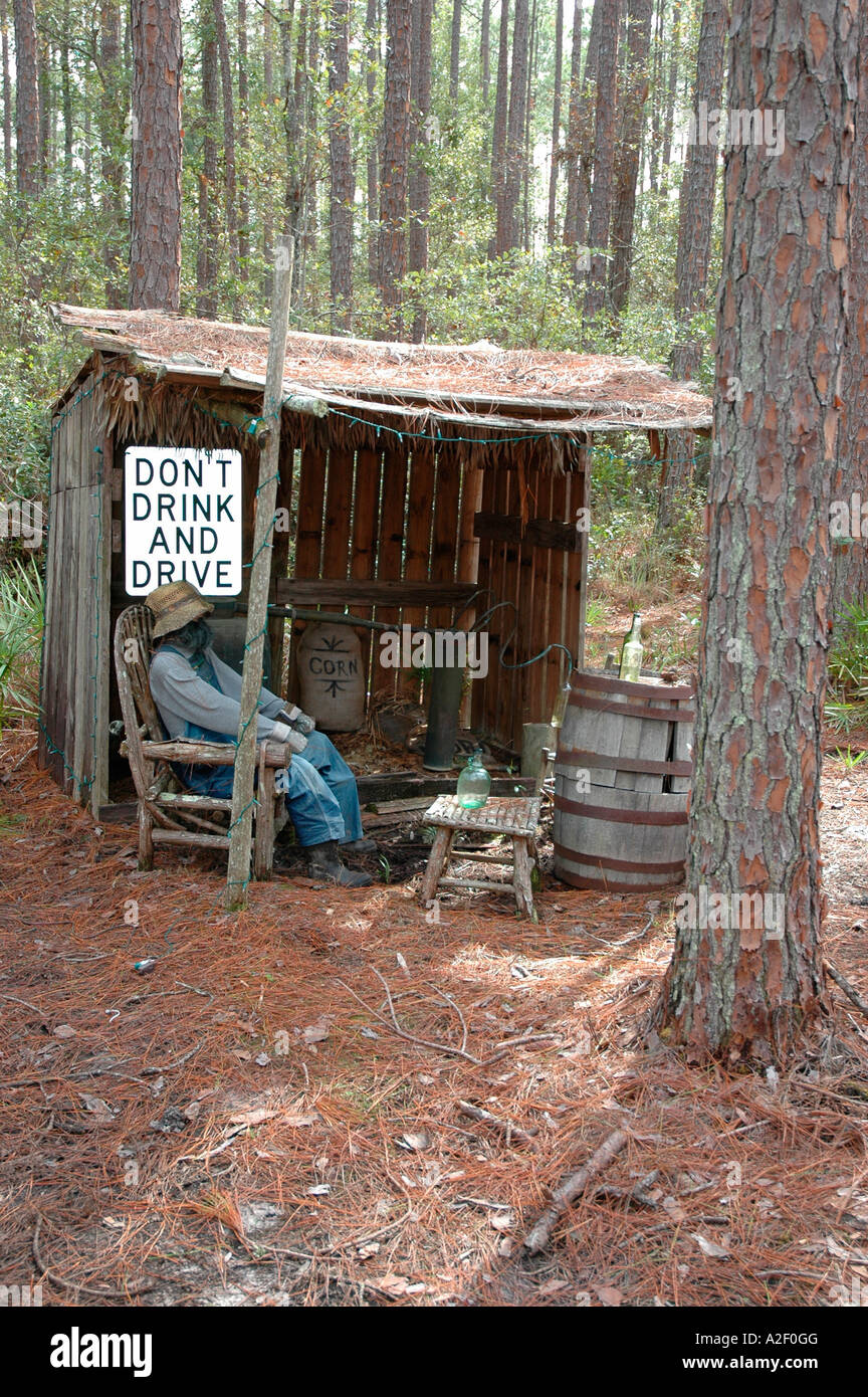 P32 057 Okefenokee - Swampers Moonshine Still with Don't Drink And Drive - Georgia - Stock Image