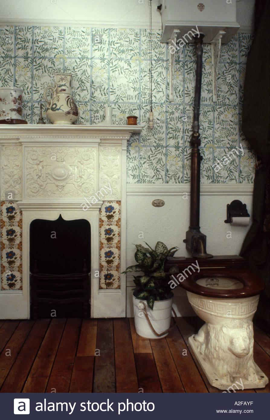 Bathroom set for Adamez, Ideal Home Exhibition, 1980. Featuring an Edward Johns 'Pedestal Lion Closet', c1880s. - Stock Image