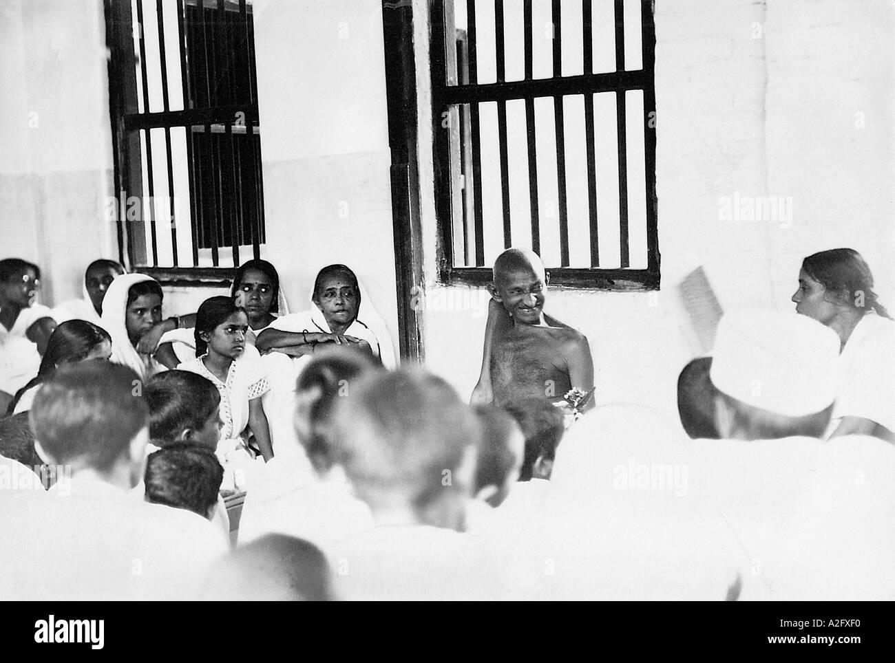 MKG33030 Mahatma Gandhi with his ashram workers at Sabarmati Ashram Ahmedabad Gujarat India 1929 - Stock Image