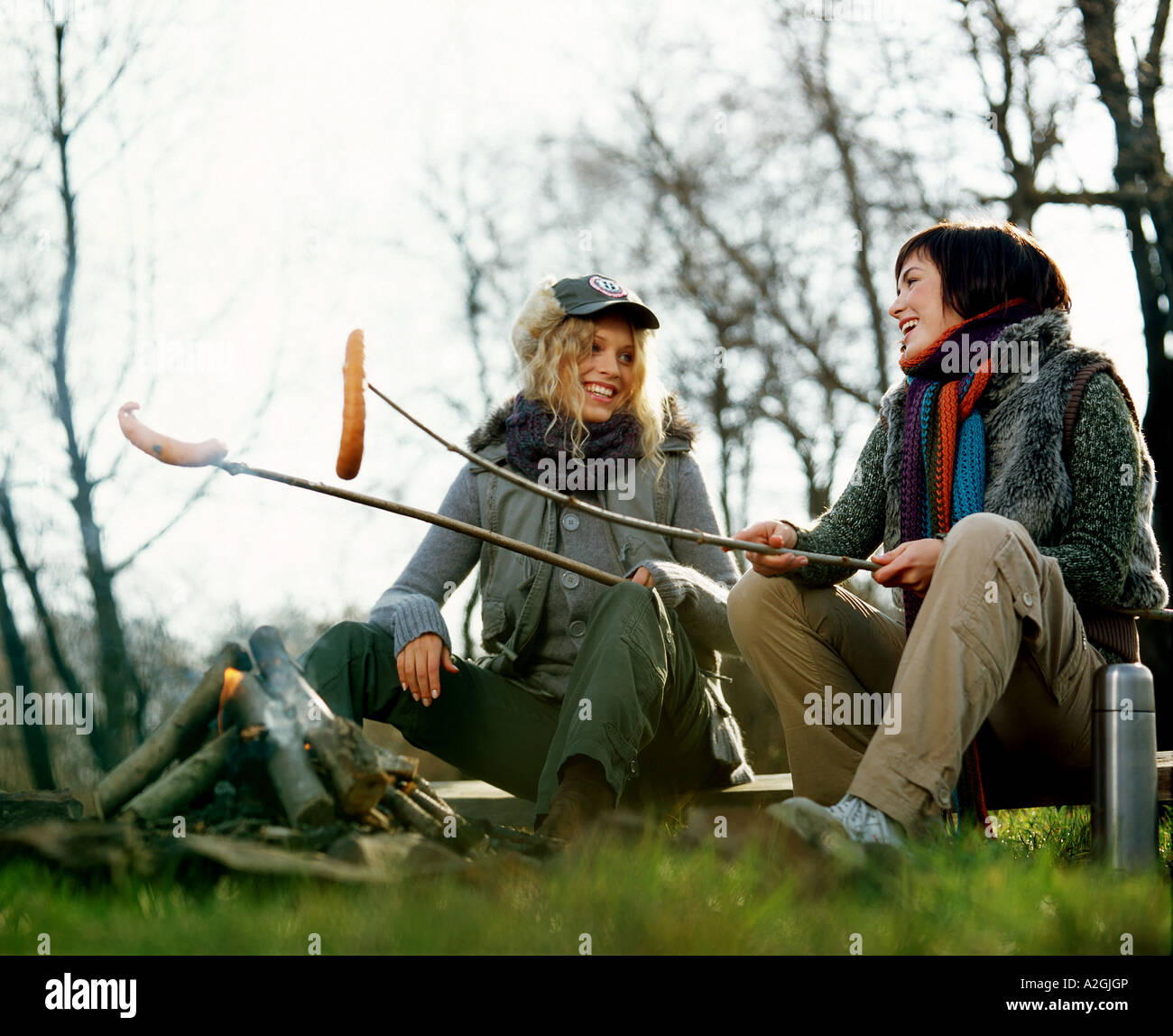 1212925 outdoor day autumn friend friends friendship woman women young 25 30 blonde brunette long hair forelock - Stock Image