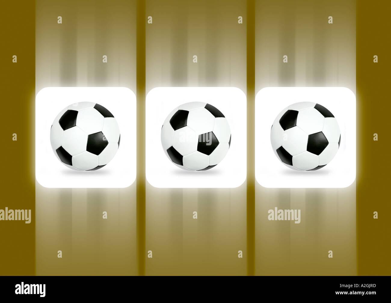 Three balls on a slot machine display 3 Fußbälle auf dem Display eines Spielautomaten - Stock Image