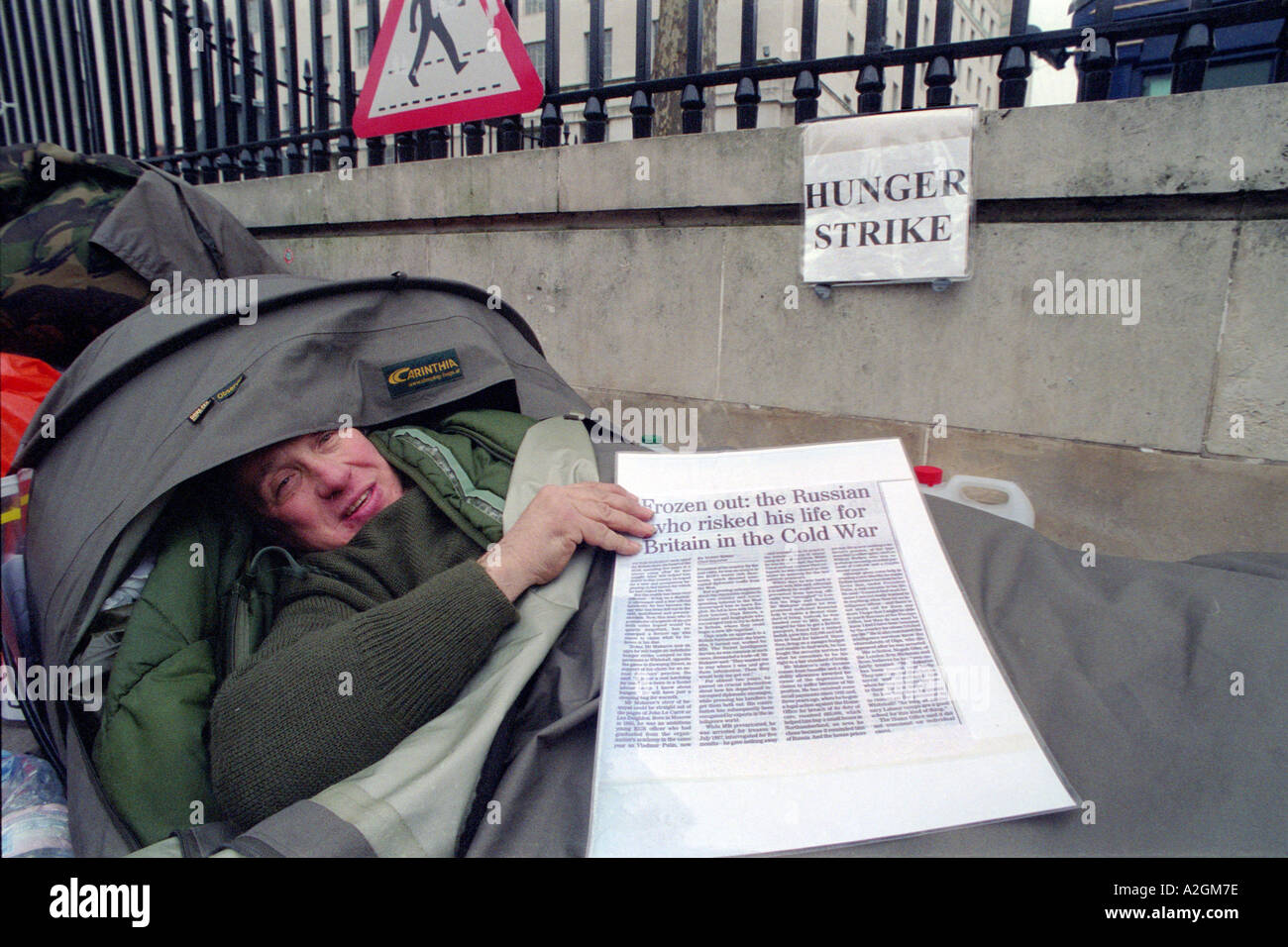 Russian ex spy on hunger strike sleeping on pavement of Whitehall across from Downing Street fighting for his rights to benefits - Stock Image