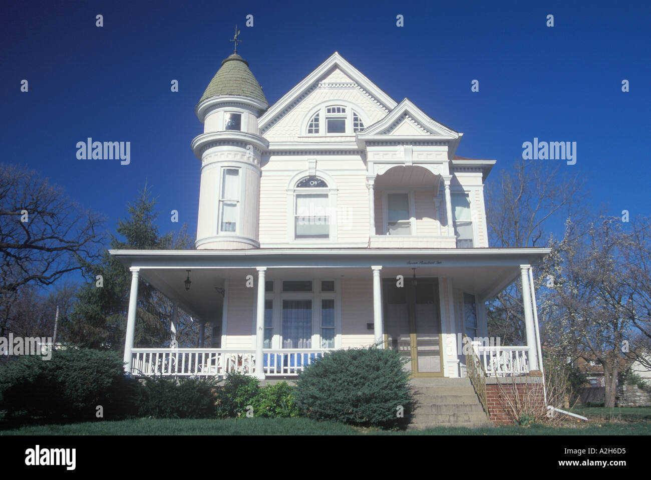 Victorian house Guadalupe California 2002 - Stock Image