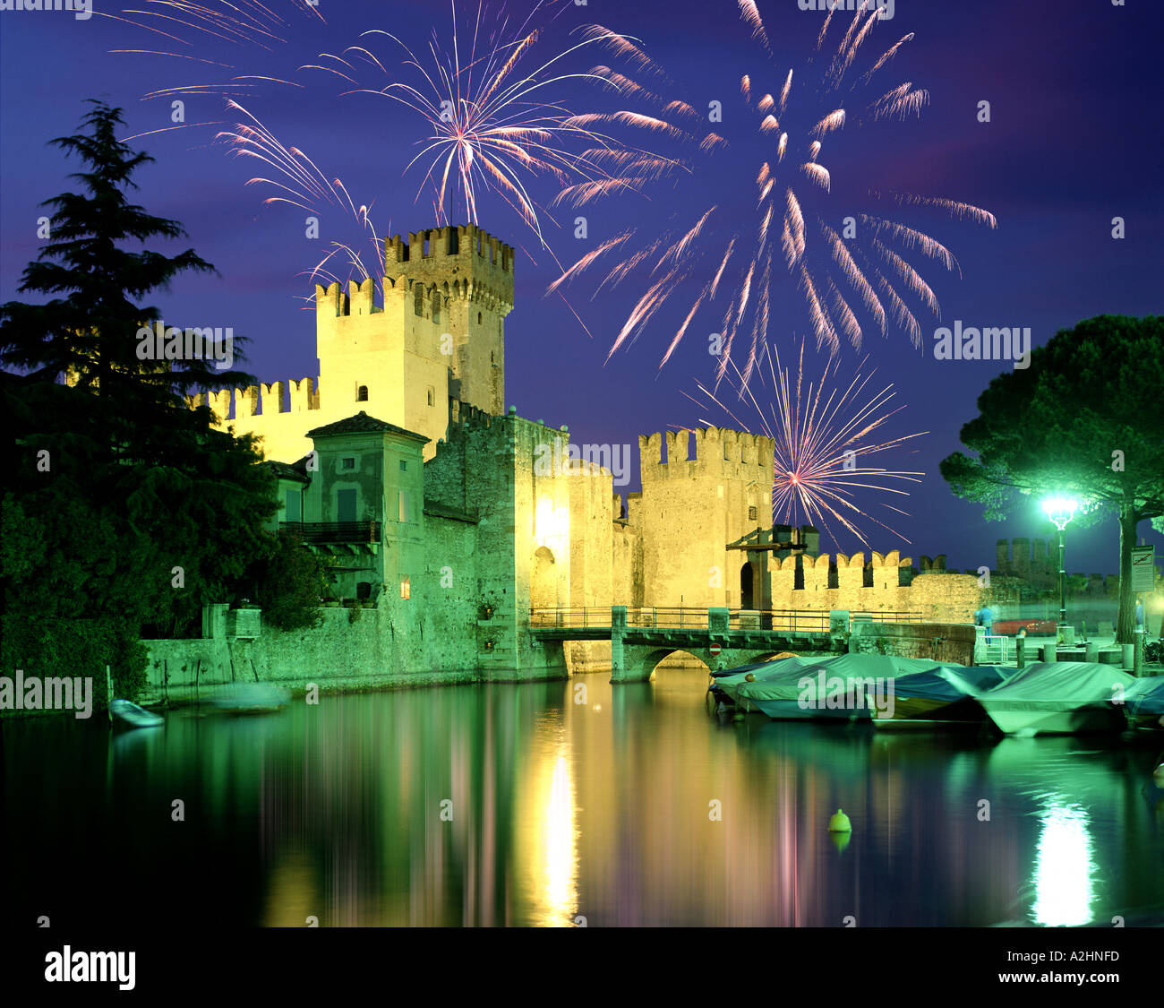 IT - LAKE GARDA: Fireworks above Sirmione - Stock Image