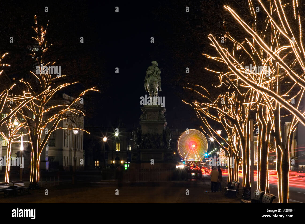 Unter Den Linden Weihnachtsbeleuchtung.Christmas Lights On Trees Lining Unter Den Linden Berlin Germany