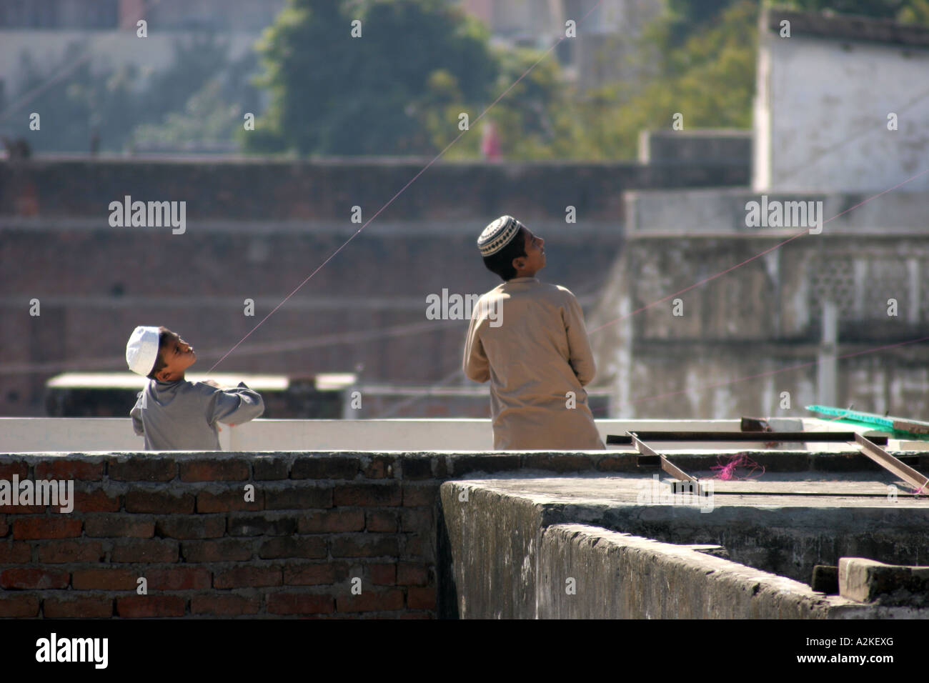 Indian boys on roof - Stock Image