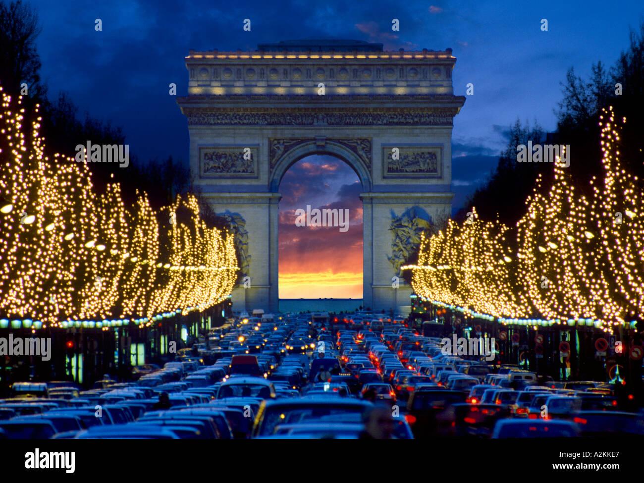 ARC DE TRIOMPHE AND CHAMPS ELYSEES AVENUE PARIS FRANCE - Stock Image