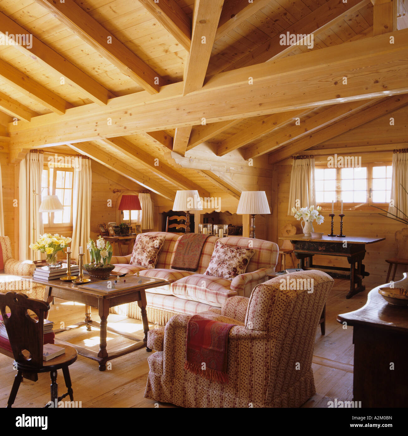 Sitting room with beamed ceiling in a traditional chalet in Switzerland - Stock Image & Swiss Chalet Interior Stock Photos \u0026 Swiss Chalet Interior Stock ...