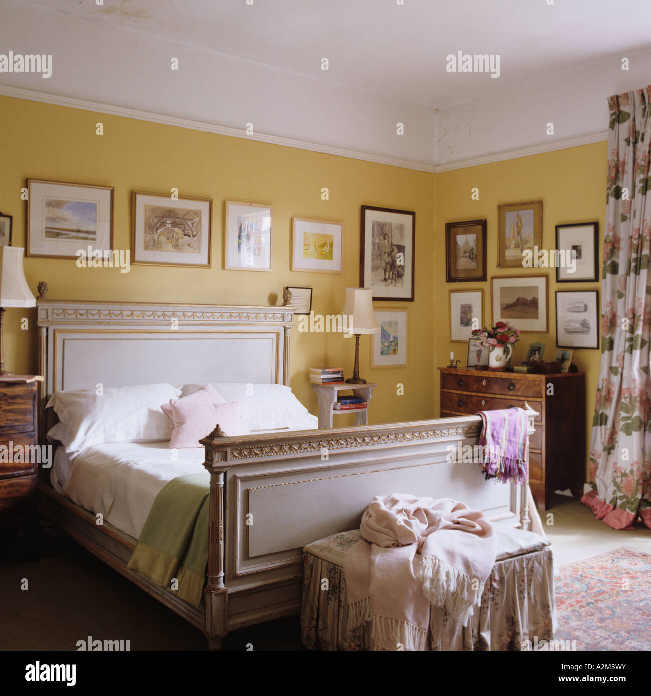 Antique Bed Linen Stock Photos Antique Bed Linen Stock Images Alamy