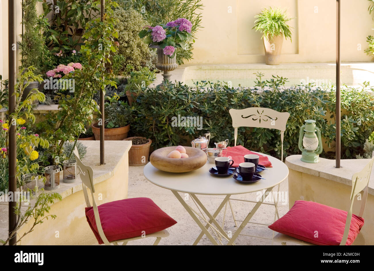 Provence garden courtyard with outdoor furniture - Stock Image