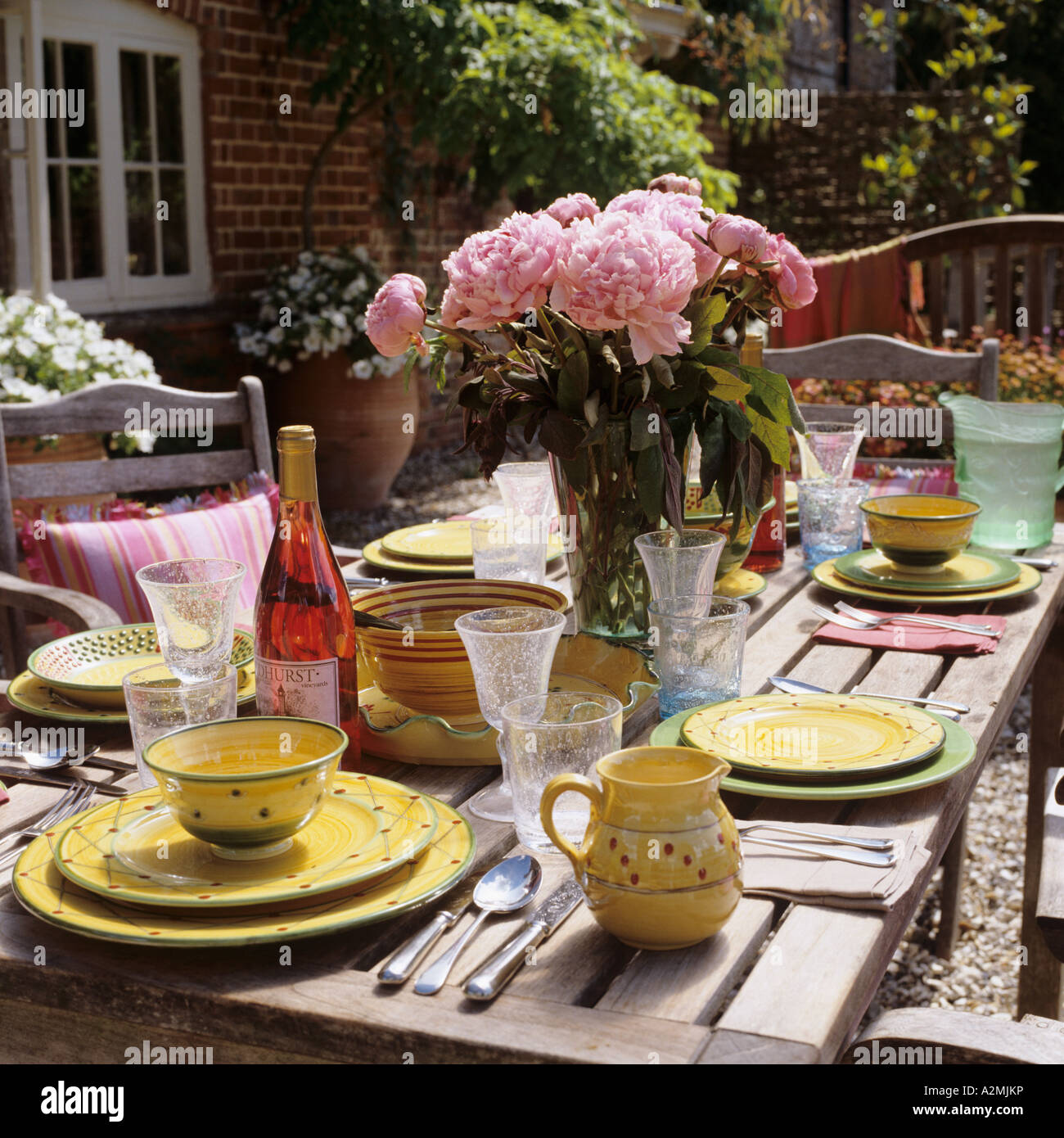 Al fresco dining in an English garden on a sunny day - Stock Image