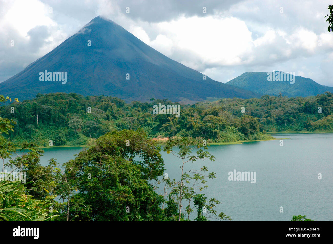Lake In Front Of Volcano Arenal Volcano National Park Costa Rica Stock Photo Alamy