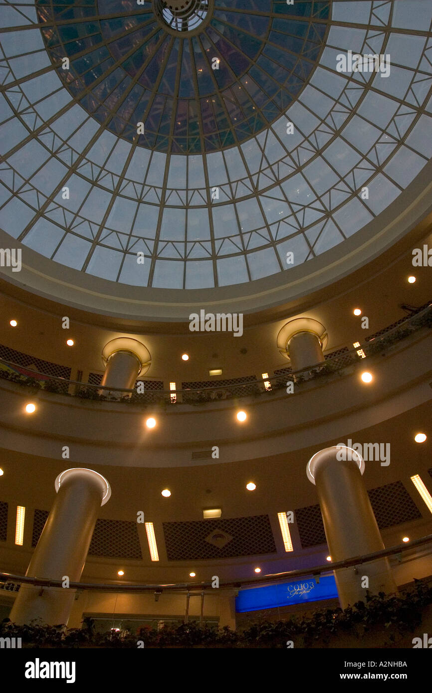 Ukraine Kiev Place of Independence architectur dome of glas round arch walkings with column indoor picture iluminated shopping - Stock Image