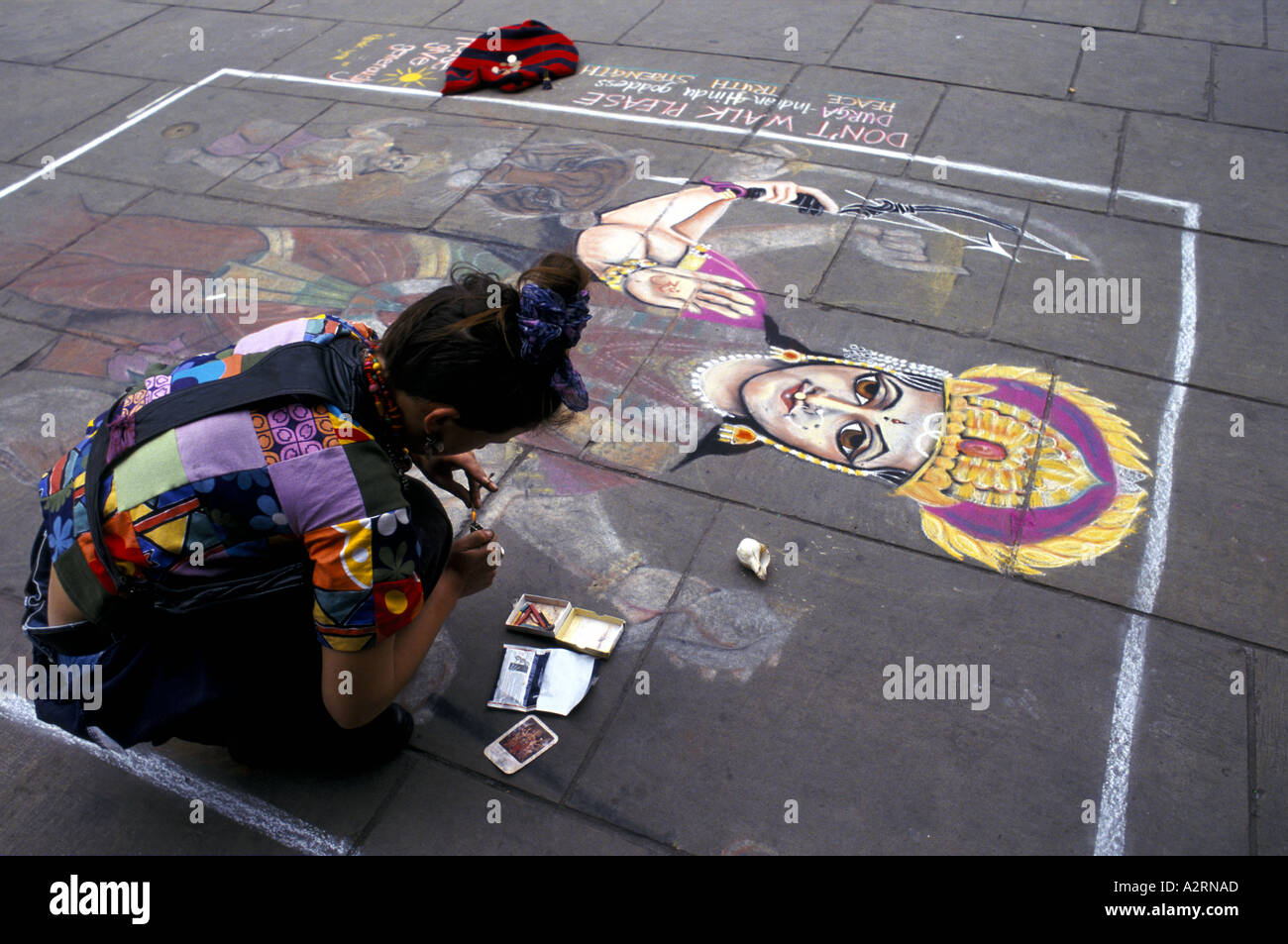 street artist drawing on pavement edinburgh fringe festival - Stock Image
