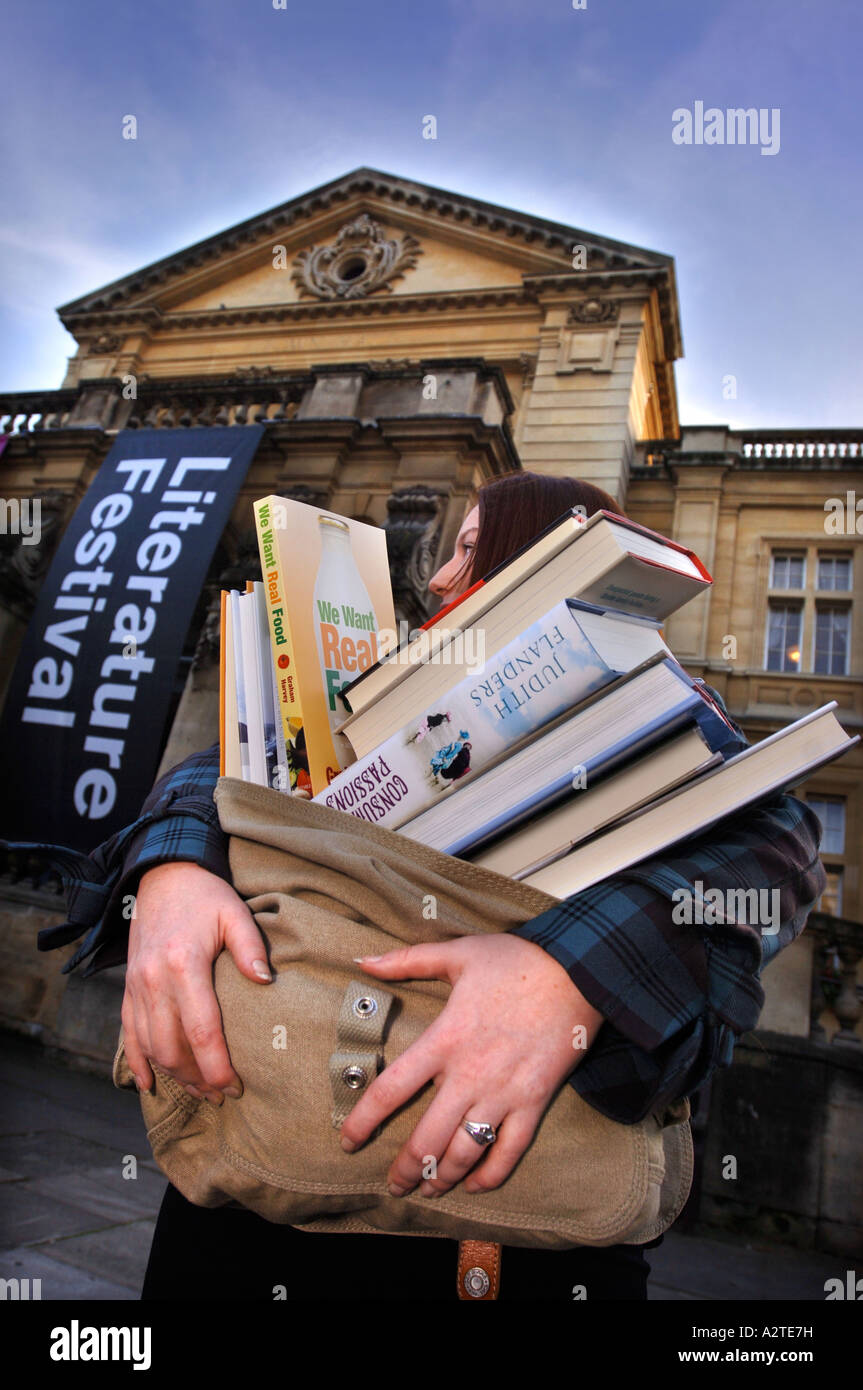 A WOMEN CARRYING A SATCHEL FULL OF BOOKS AT THE CHELTENHAM LITERATURE FESTIVAL UK OCT 2006 - Stock Image