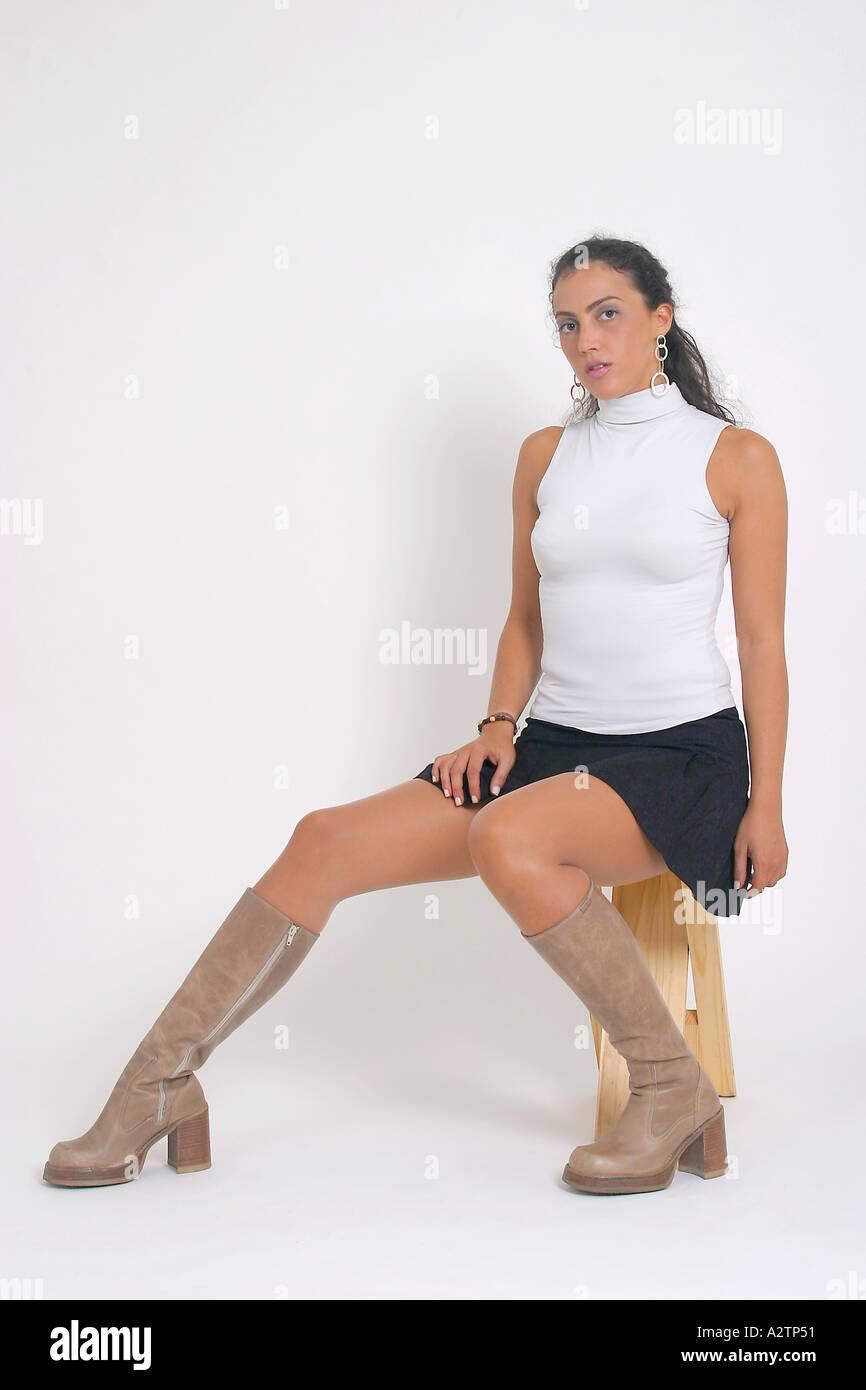 sexy-ebony-girls-in-miniskirts