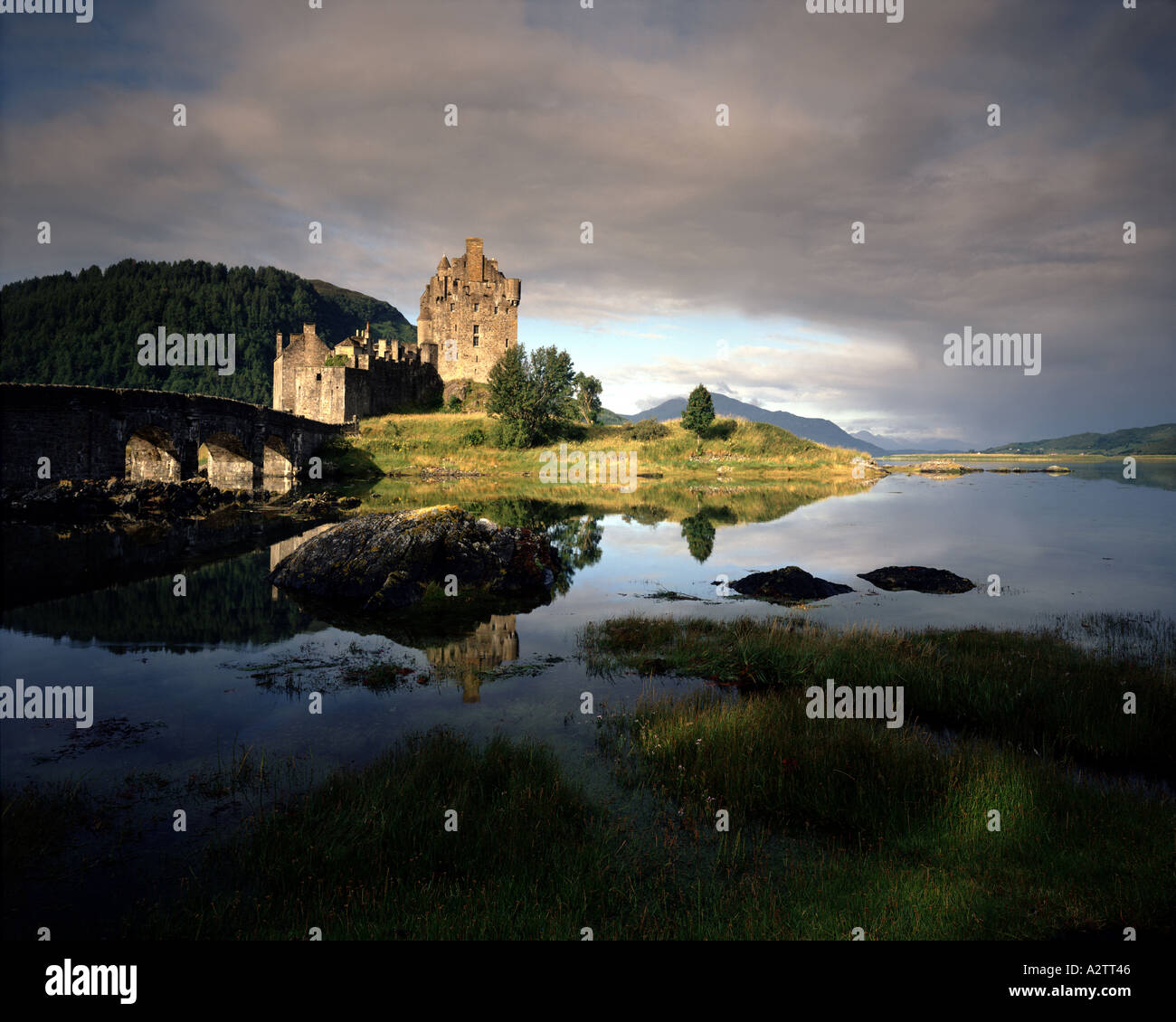GB - SCOTLAND: Eilean Donan Castle and Loch Alsh - Stock Image