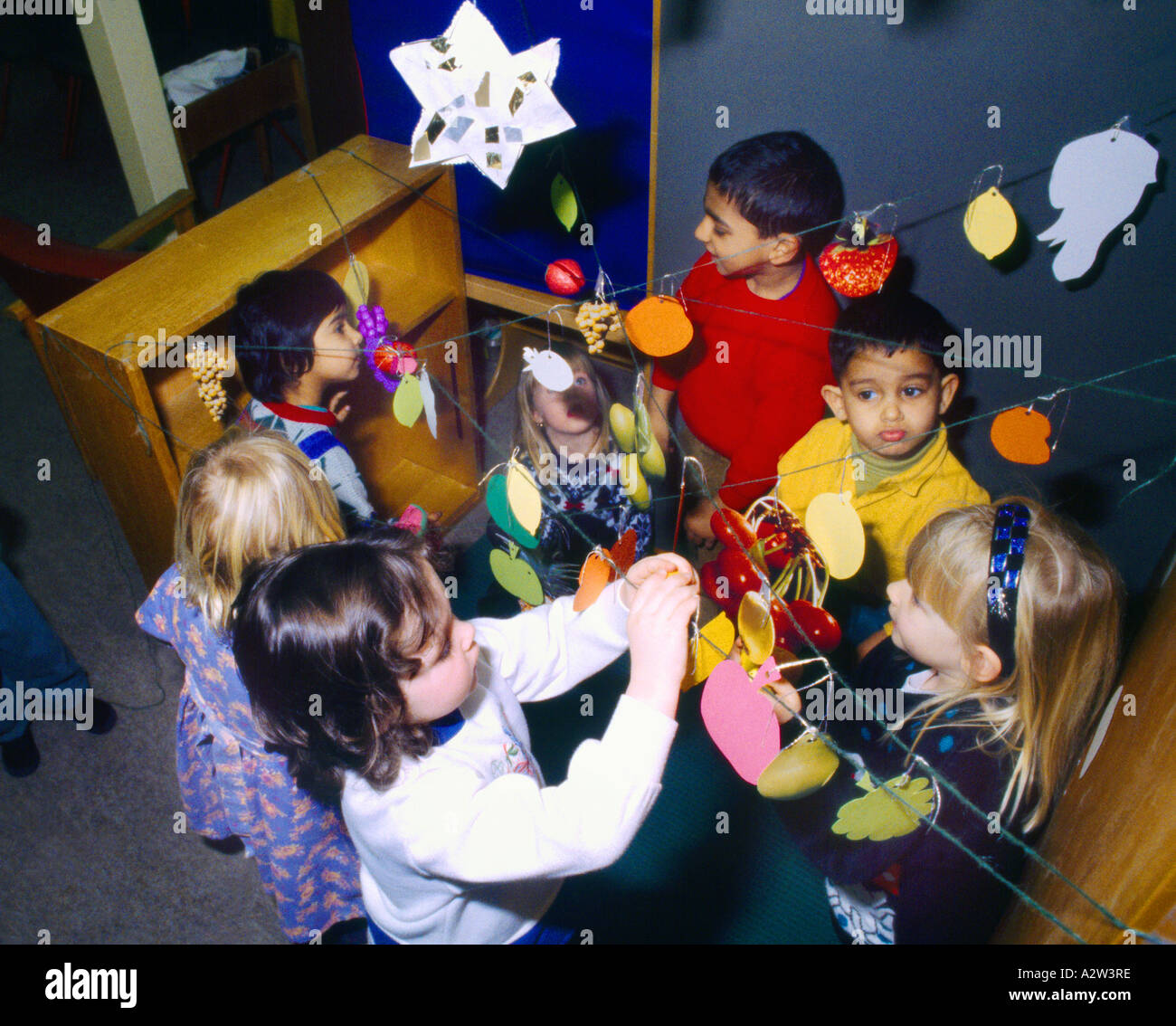 Sukkot Making A Sukkah (jewish Harvest Festival) In Nursery School - Stock Image