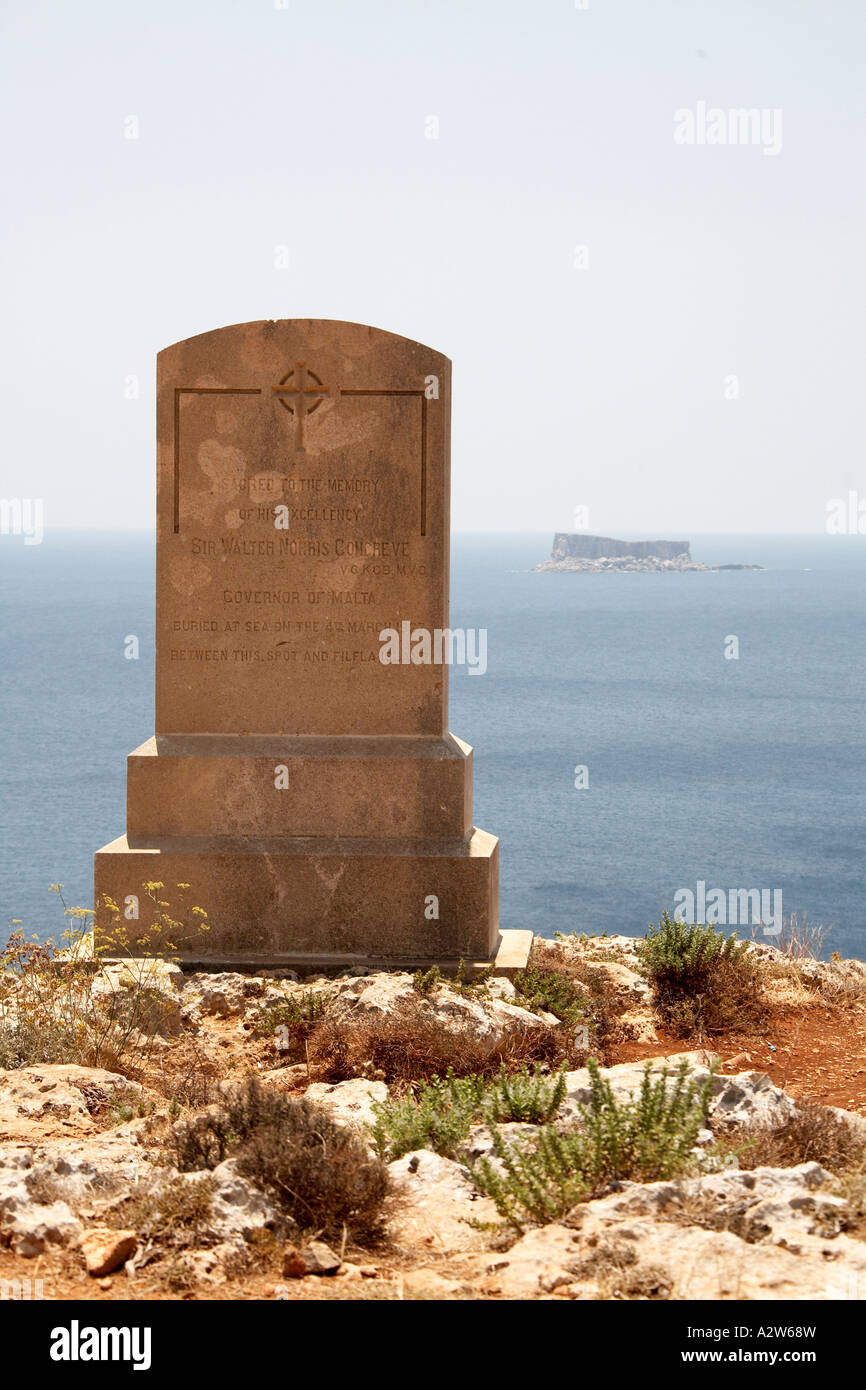 Memorial to Walter Congreve 1927 Governor of Malta with Filfla Island behind in Mediterranean sea - Stock Image