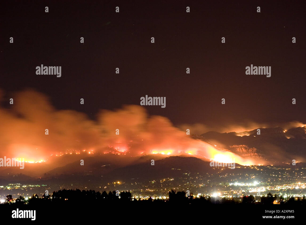 View of the Topanga Wildfire September 2005 from Topanga Canyon Blvd in Woodland Hills California - Stock Image