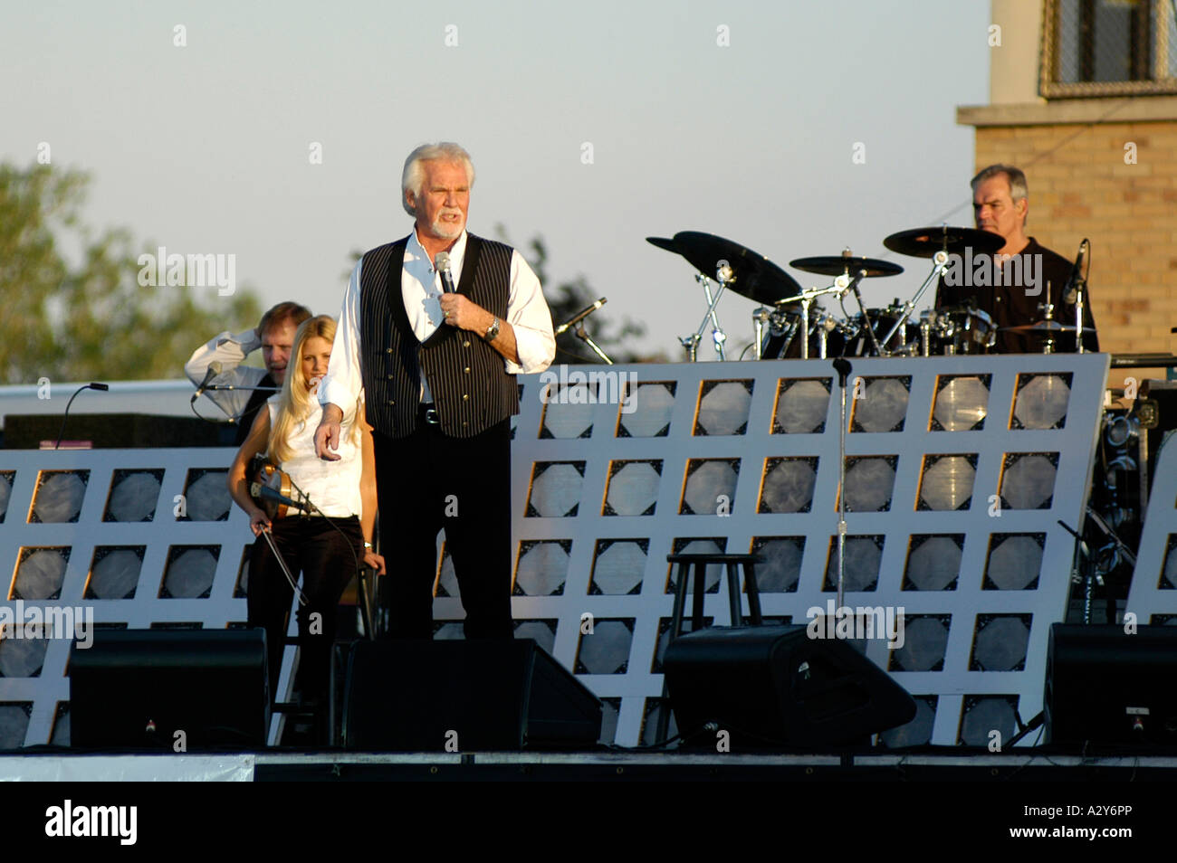 Kenny Rogers sings at a outdoor concert in Port Huron Michigan - Stock Image