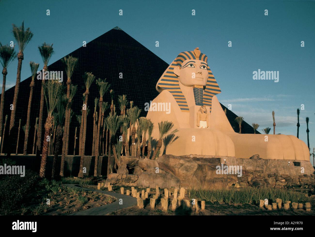 Las Vegas 94 >> New Luxor Hotel Las Vegas Nevada Usa 1994 Stock Photo