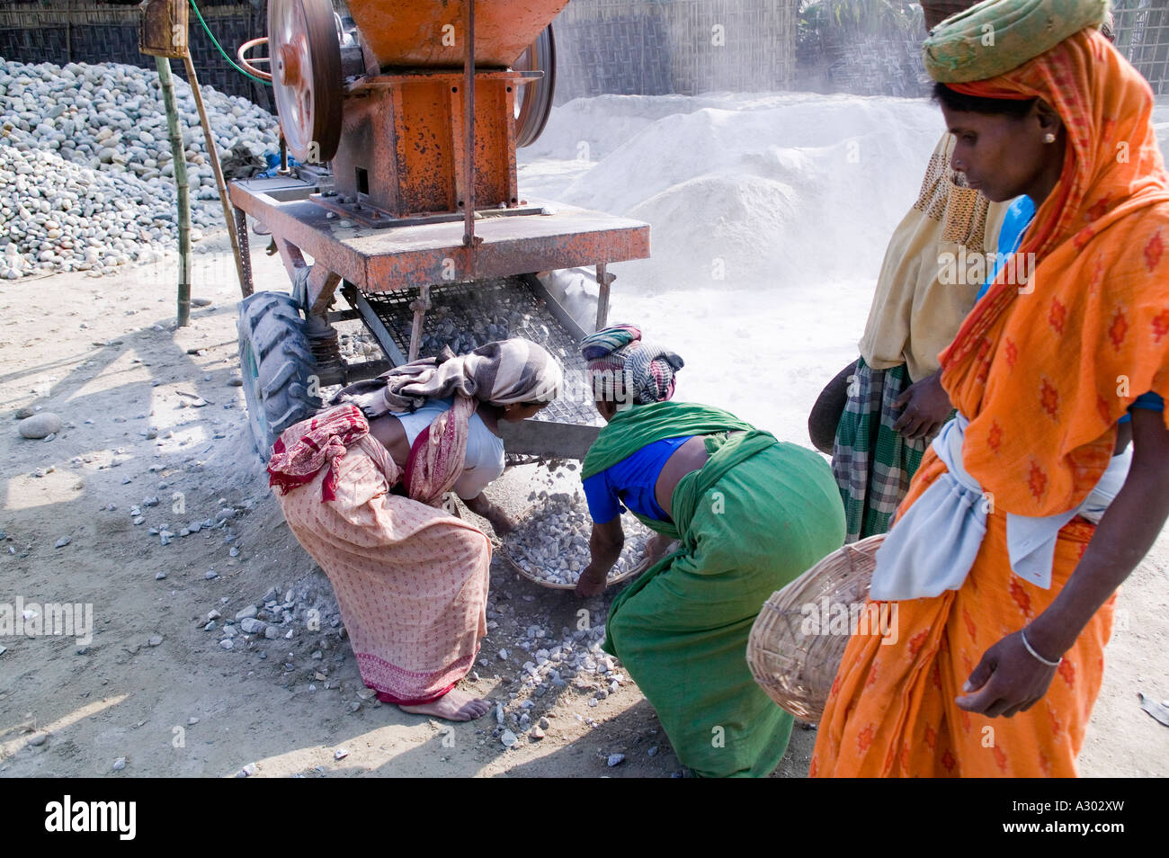 Workers using a rock breaking machine in Northern Bangladesh - Stock Image