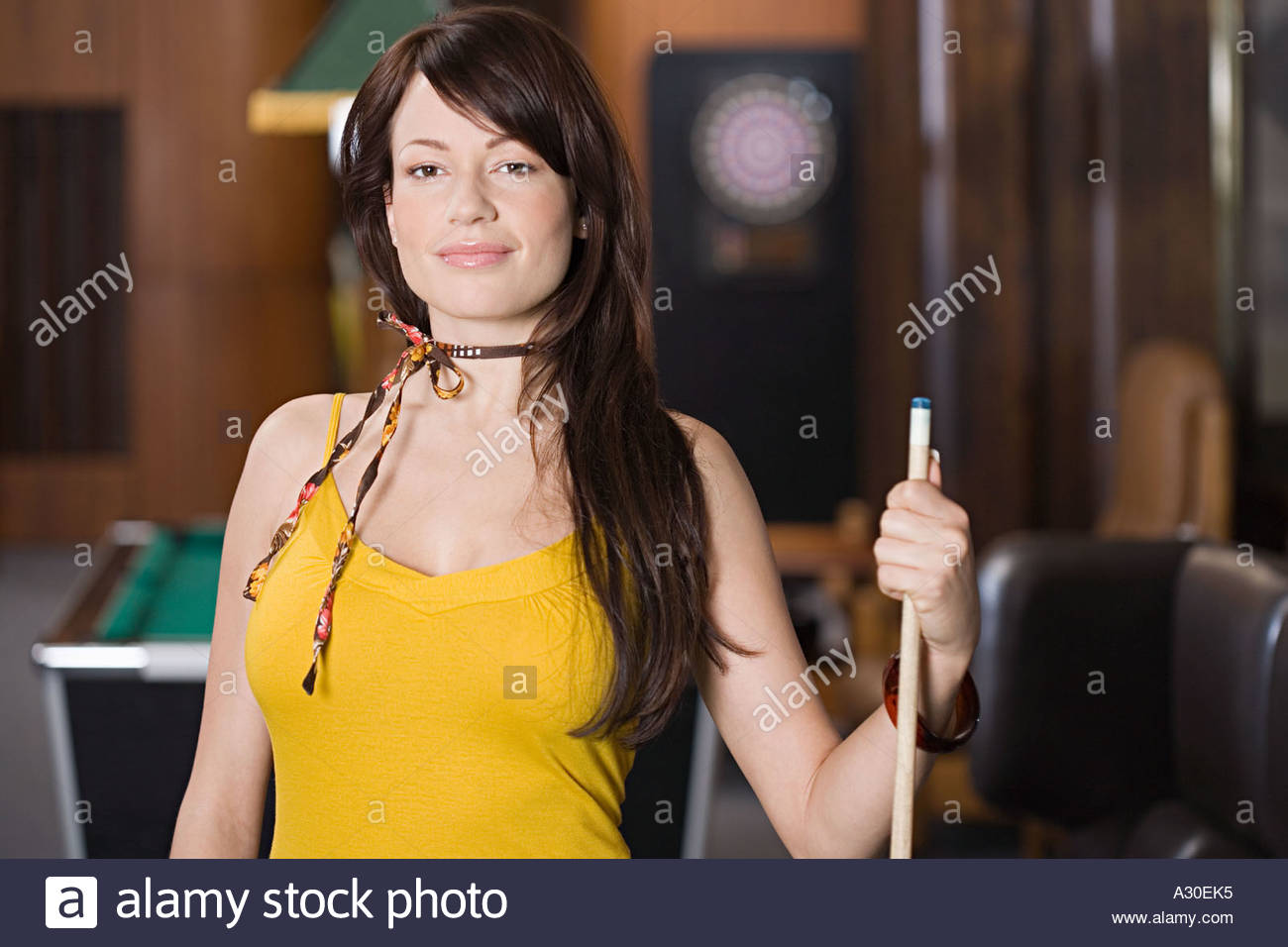 Woman with pool cue - Stock Image