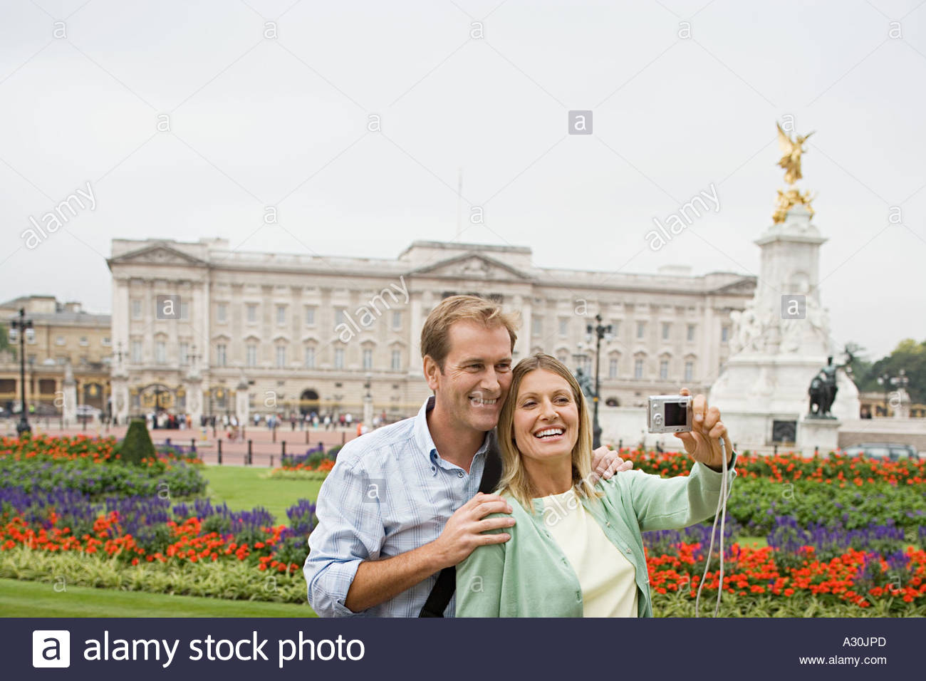 Couple by Buckingham Palace - Stock Image
