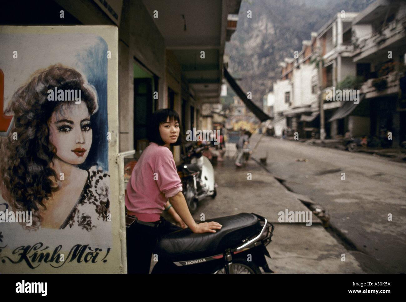 vietnam 1994 north vietnam the small fishing town of han gai halong 1994 Stock Photo