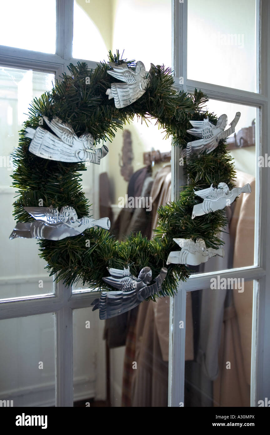 Christmas wreath with tin angels in a London house - Stock Image