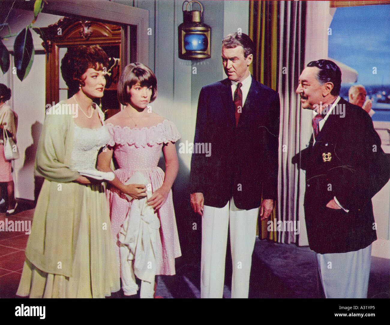 MR HOBBS TAKES A VACATION 1962 TCFG film  with Maureen O'Hara at left and James Stewart second from right - Stock Image
