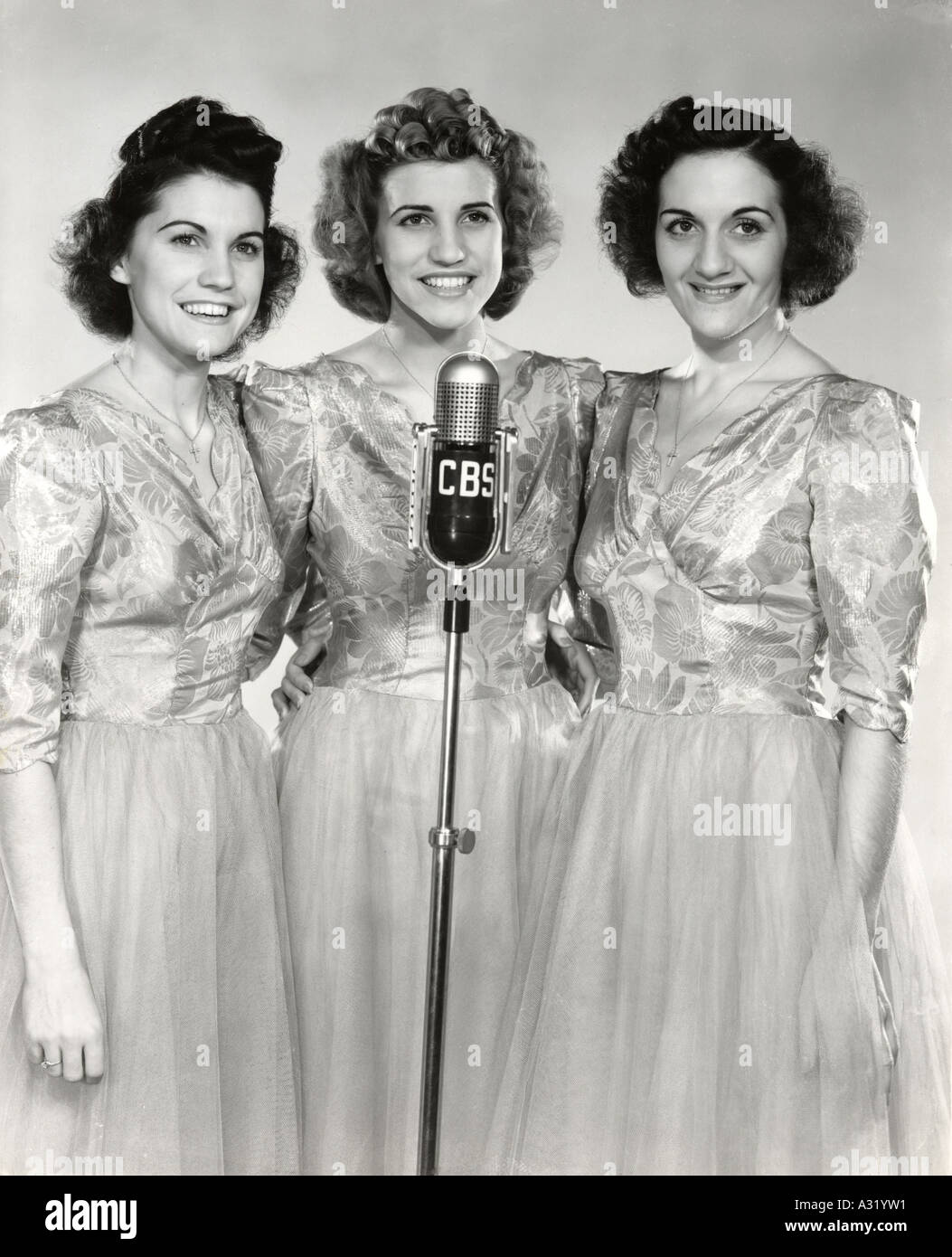 ANDREWS SISTERS US vocal group from left Maxene, Patty and LaVerne - Stock Image