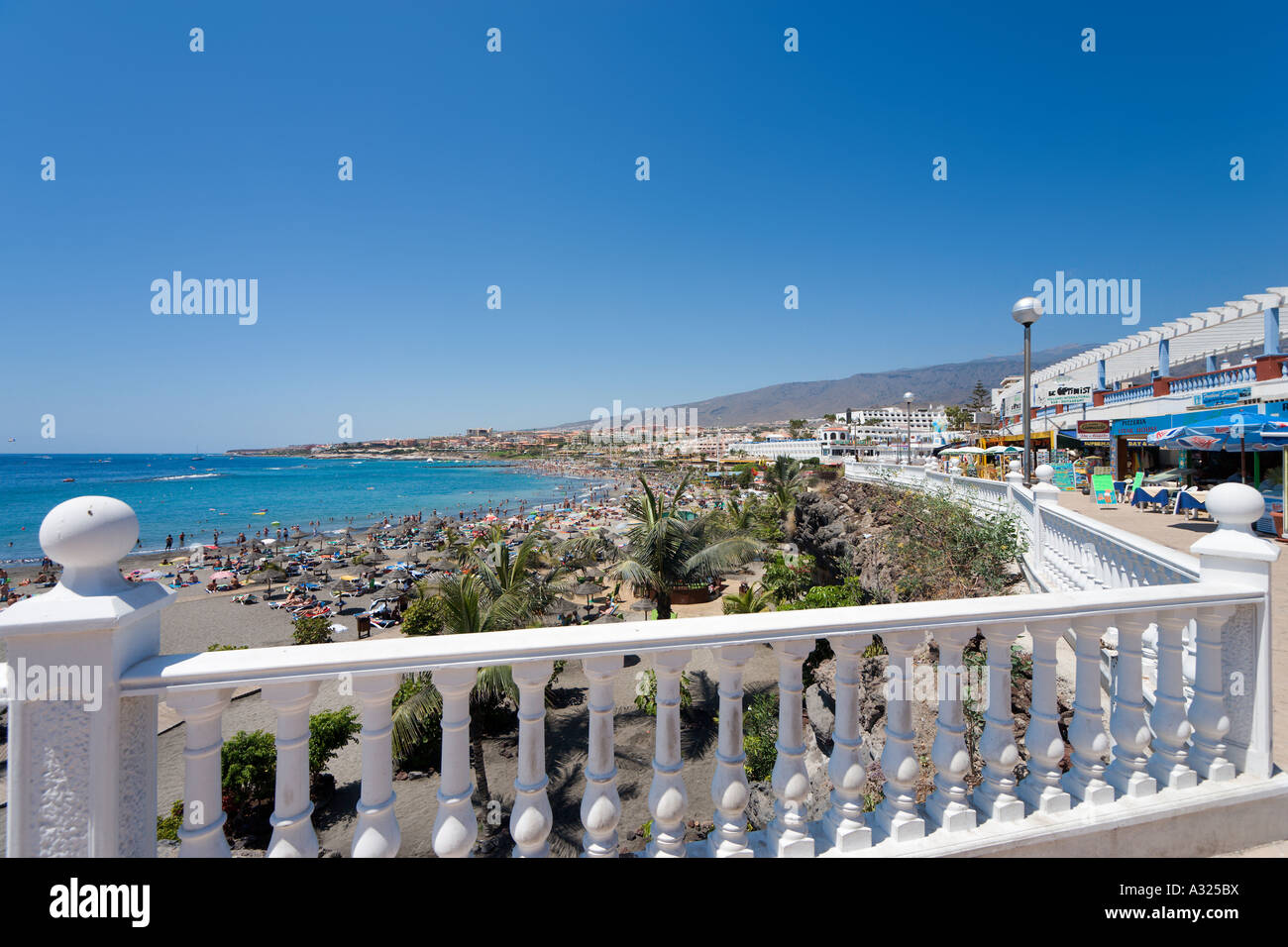 Beach and promenade, Playa Torviscas, Costa Adeje, Playa de las Americas, Tenerife, Canary Islands, Spain - Stock Image