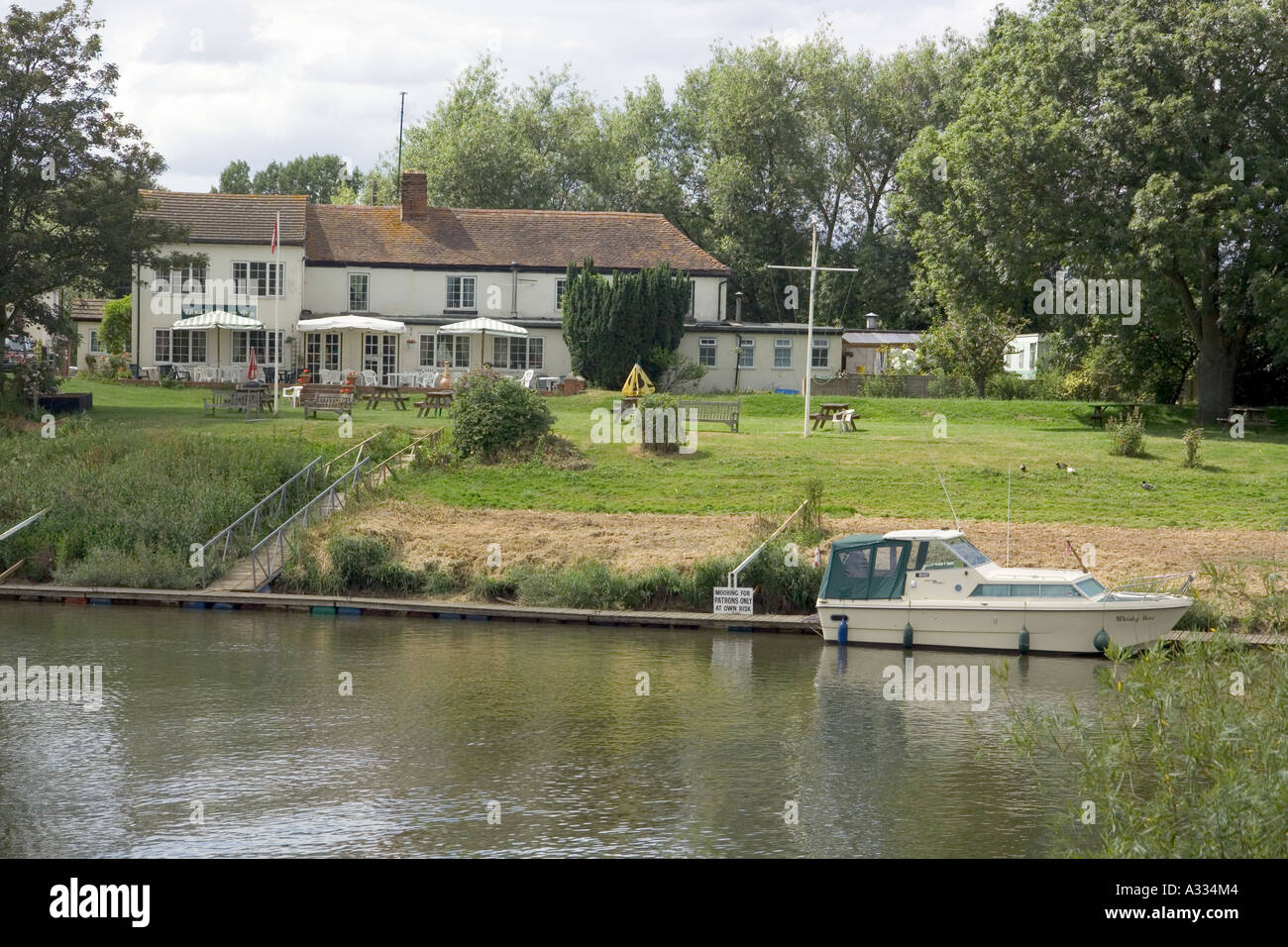 The Old Ferry Inn beside the River Severn at Chaceley, Gloucestershire - Stock Image