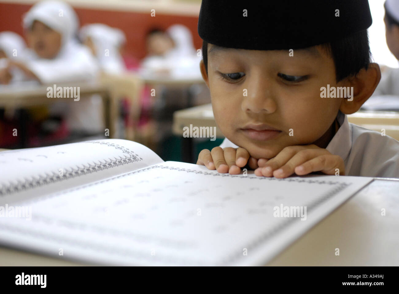 Primary one and kindergarten students studying a simplified version of the Koran at a  Muslim school, Kuala Lumpur, - Stock Image
